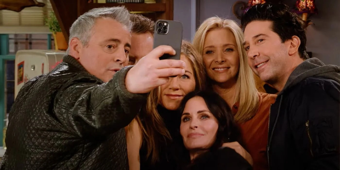 All six of the main cast from Friends take a selfie during the Friends reunion special.