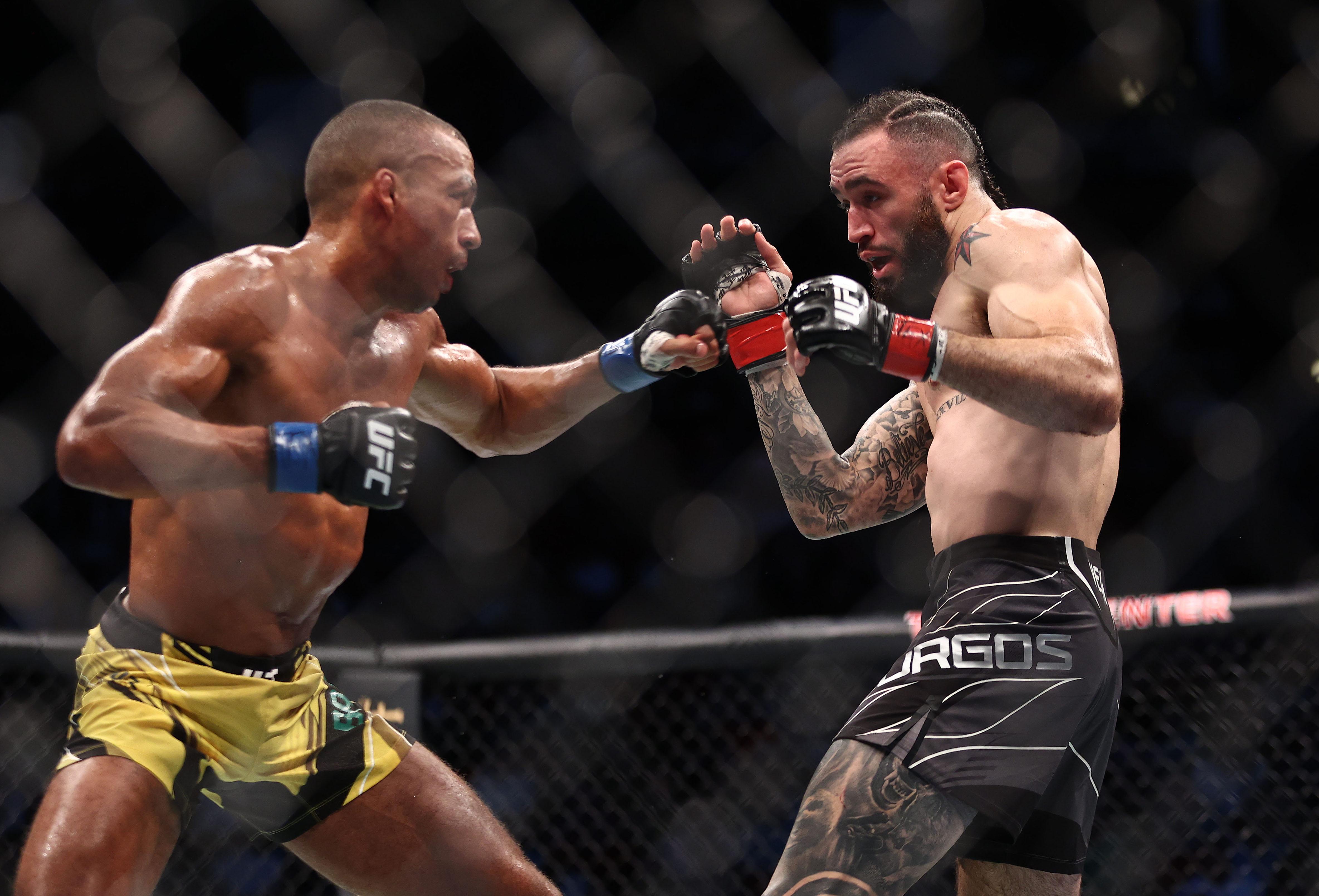 Shane Burgos whilst fighting Edson Barboza at UFC 262