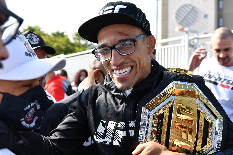 MMA: MAY 17 UFC 262 - Charles Oliveira Returns to Brazil