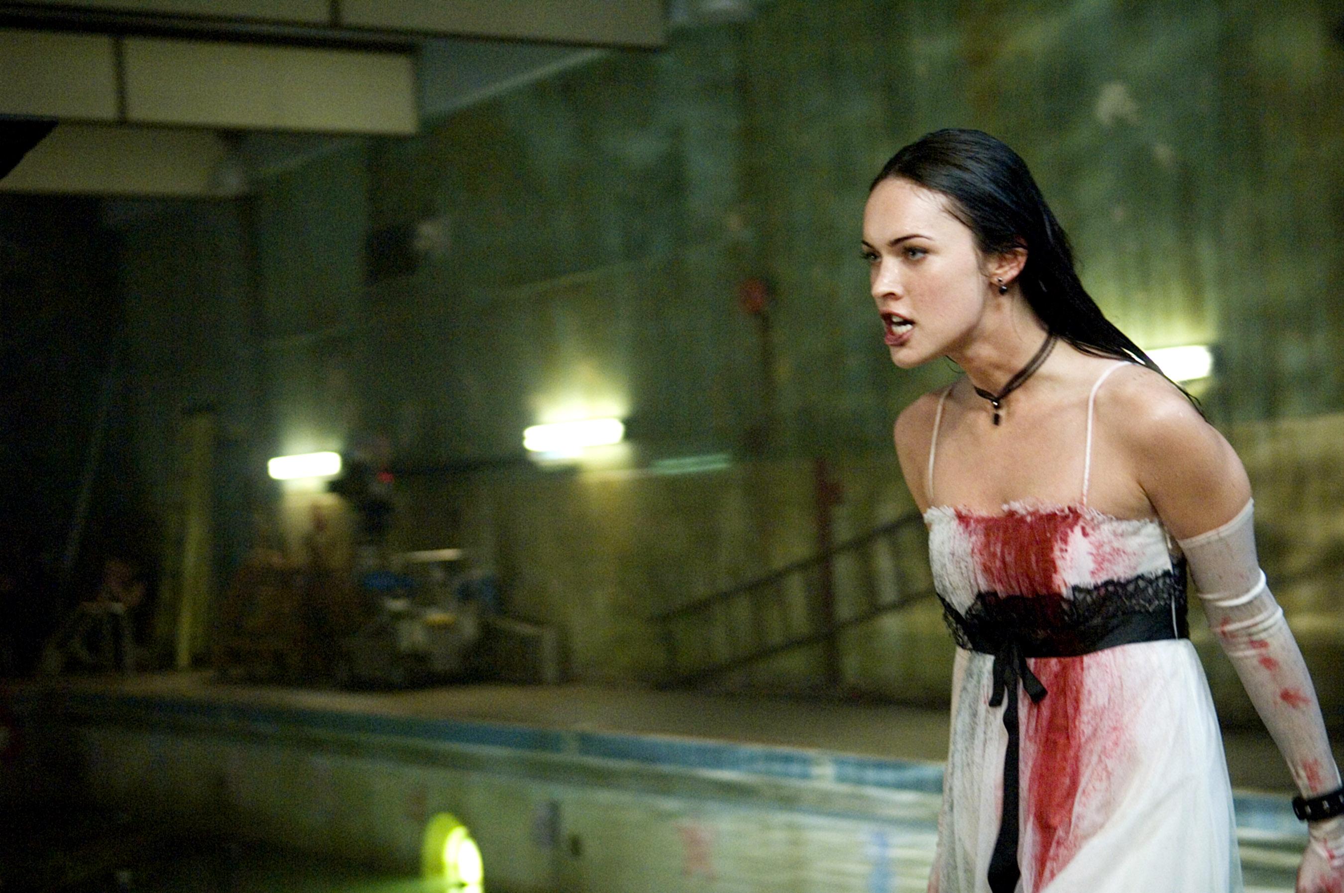 jennifer's body: jennifer yells in her white bloodied dress