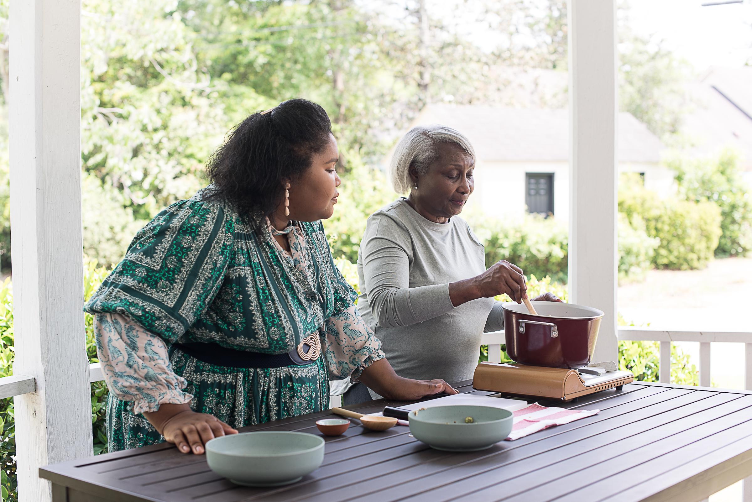 在夏洛特的锅里看着在夏洛特的锅中,如在Juneteenth菜单上看到