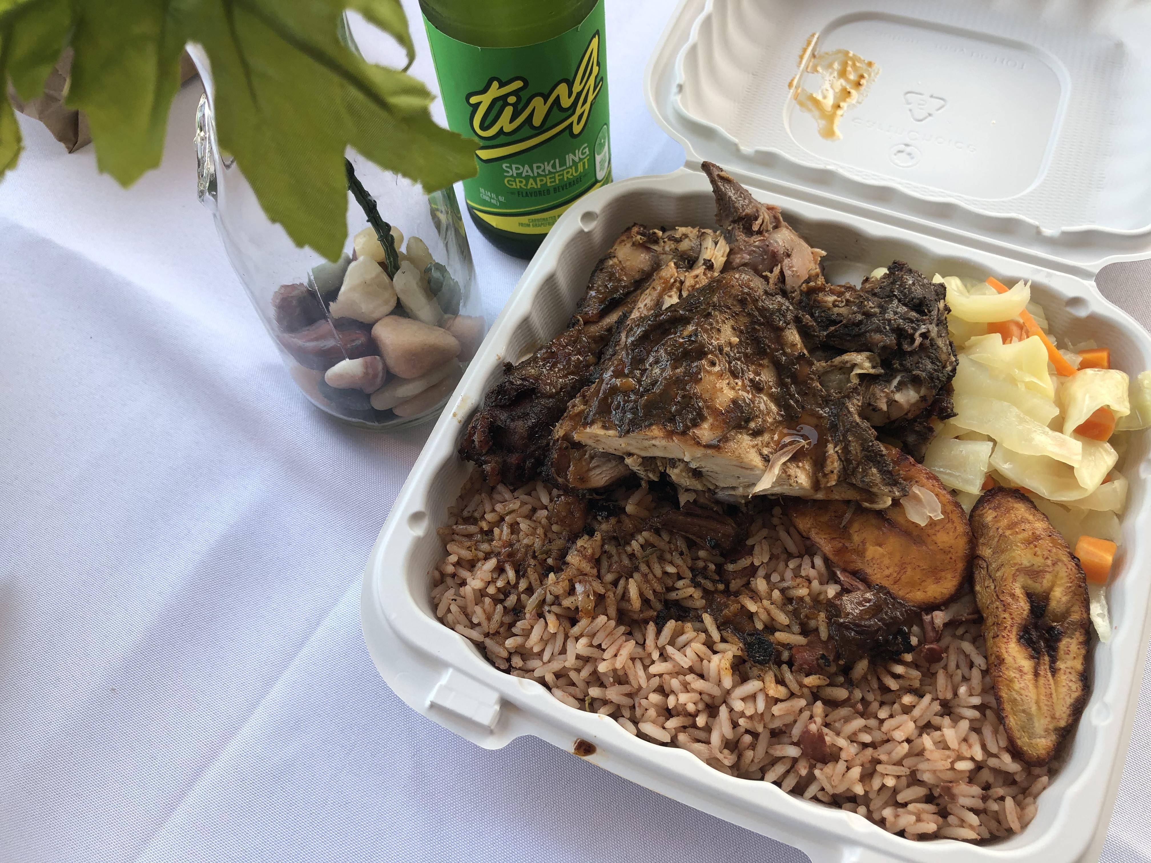 长岛牙买加餐厅的一份烤鸡