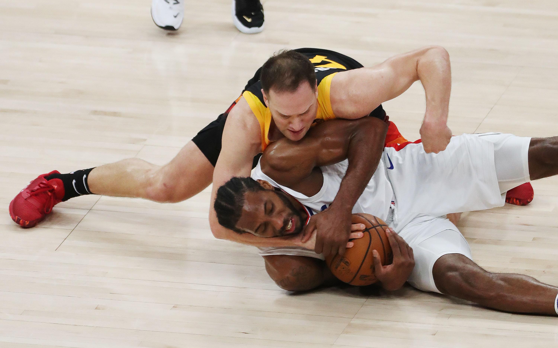Utah Jazz forward Bojan Bogdanovic and LA Clippers forward Kawhi Leonard fight for the ball in Game 2 of their playoff series.