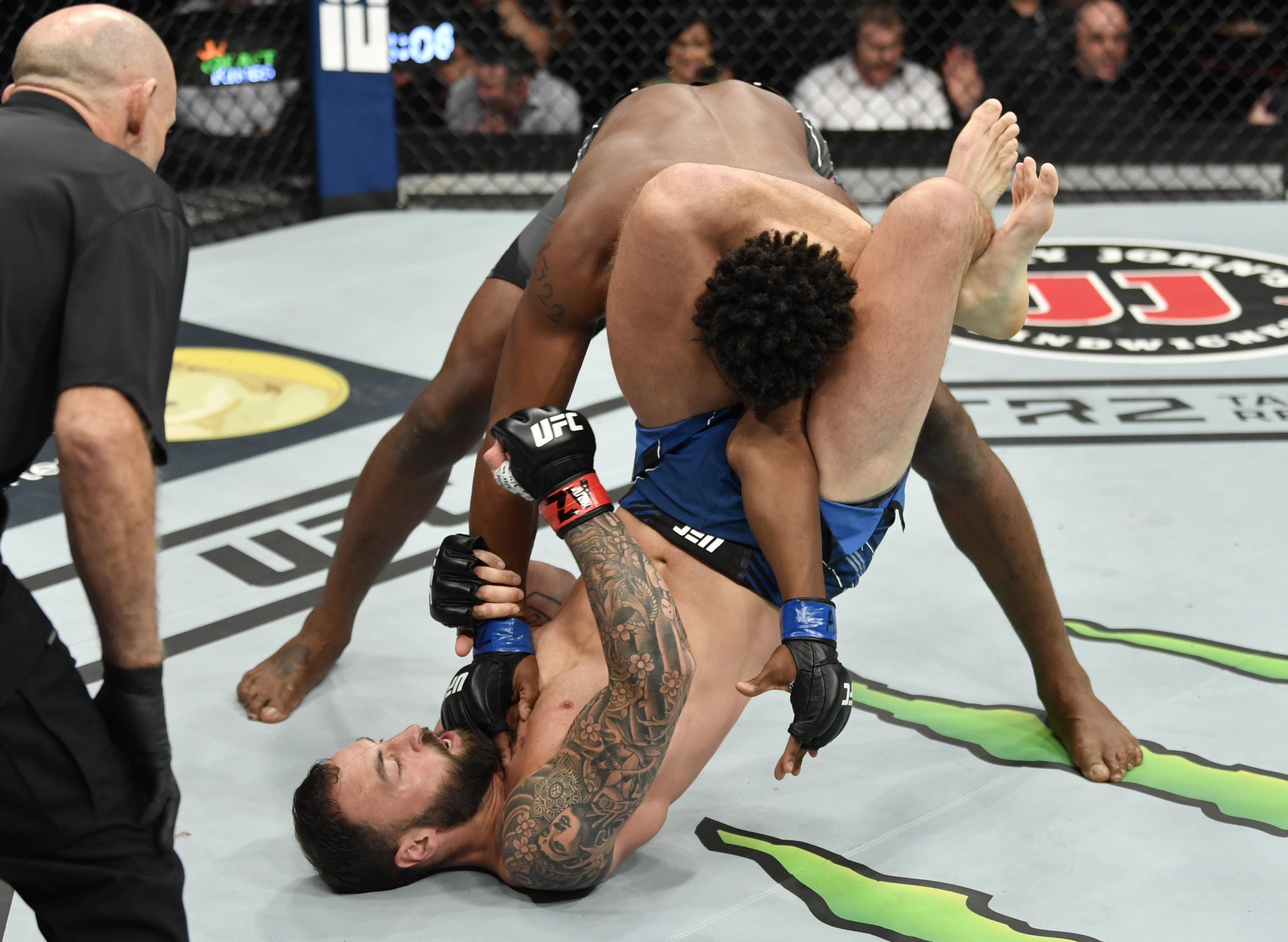 UFC 263: Craig v Hill