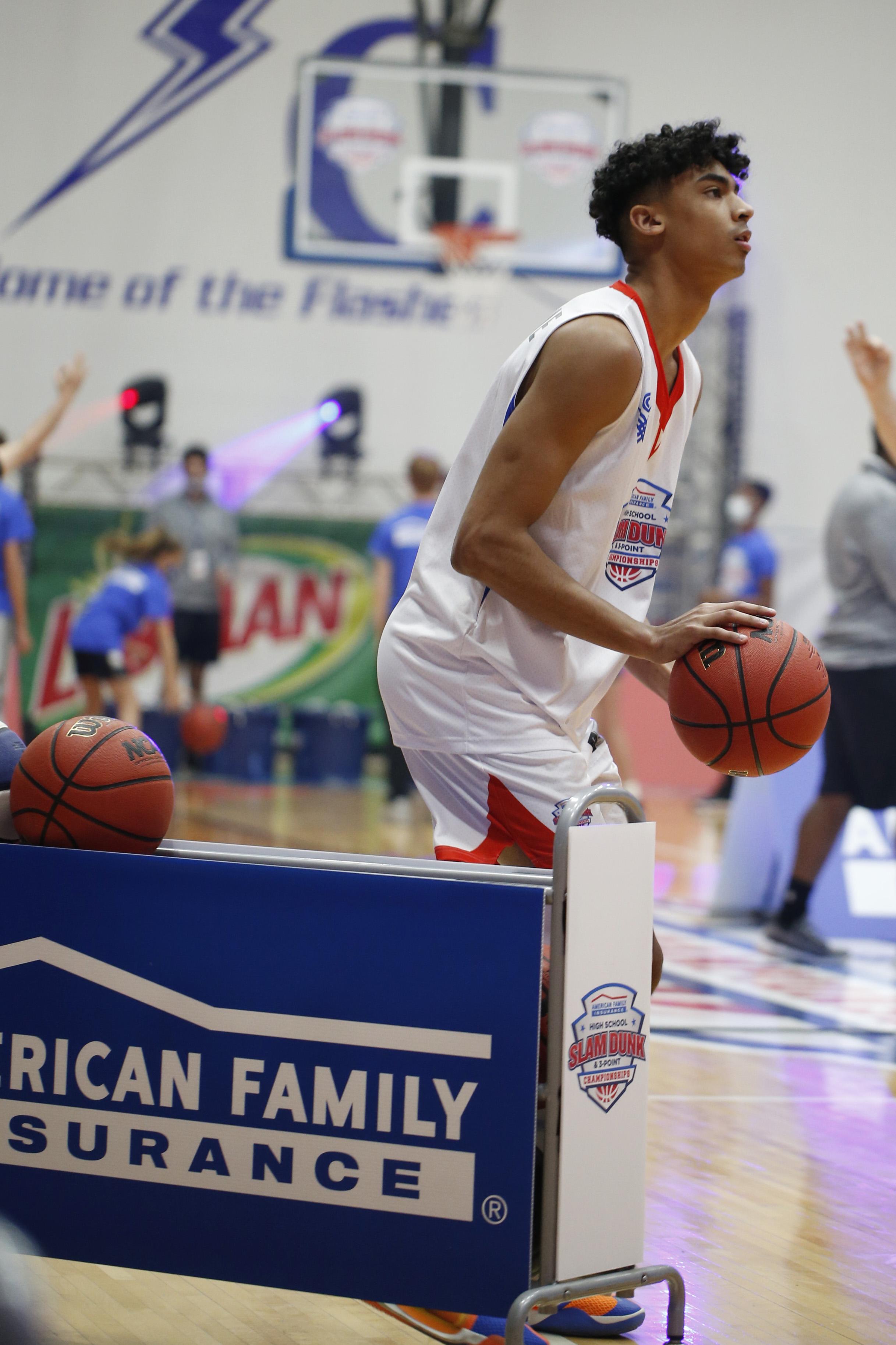 HIGH SCHOOL BASKETBALL: MAR 30 American Family Insurance High School Slam Dunk & 3 Point Championships