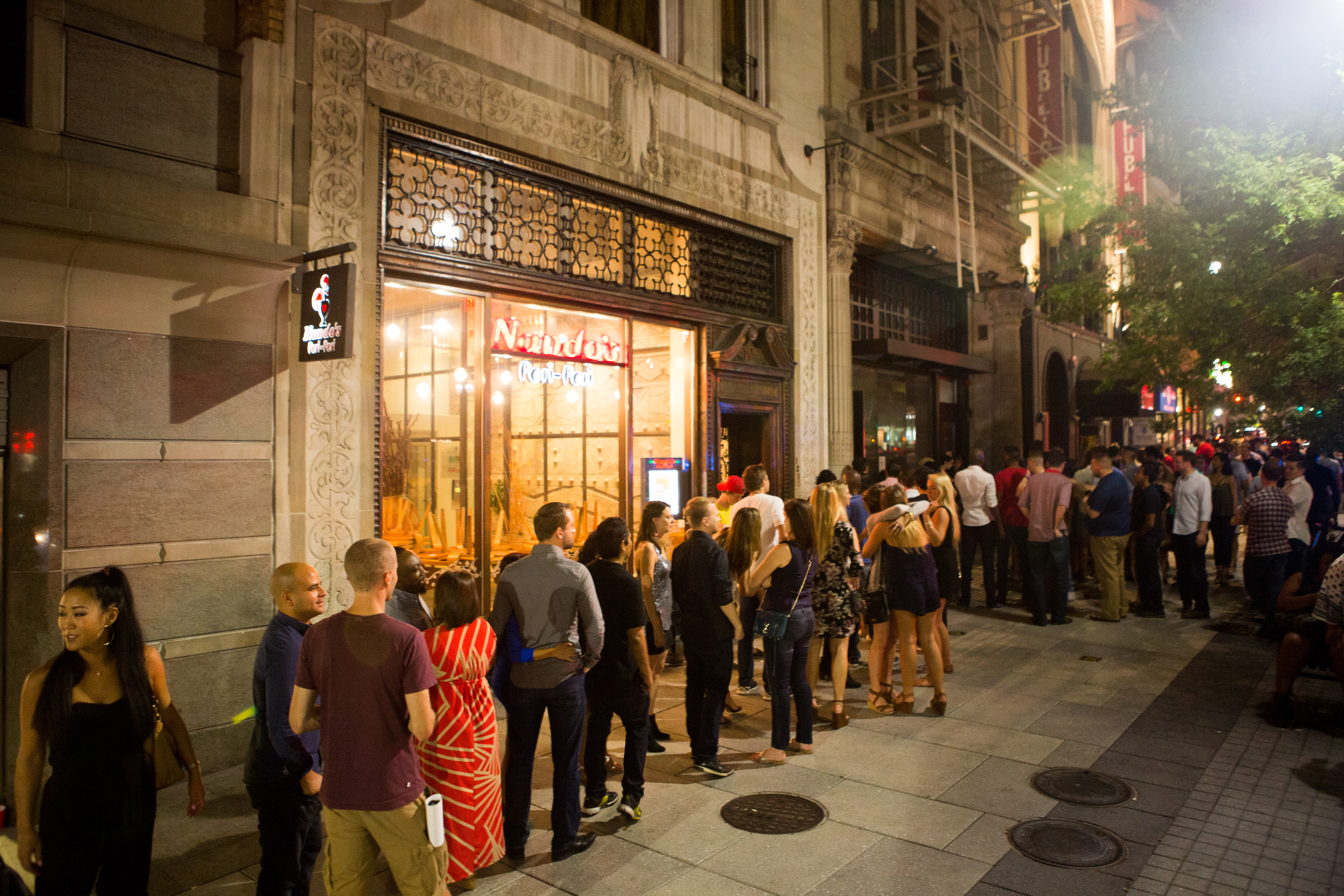 第十八街酒廊门口的一条线