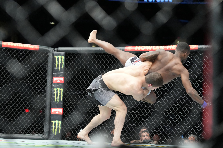 MMA: JUN 12 UFC 263 Movsar Evloev vs. Hakeem Dawodu