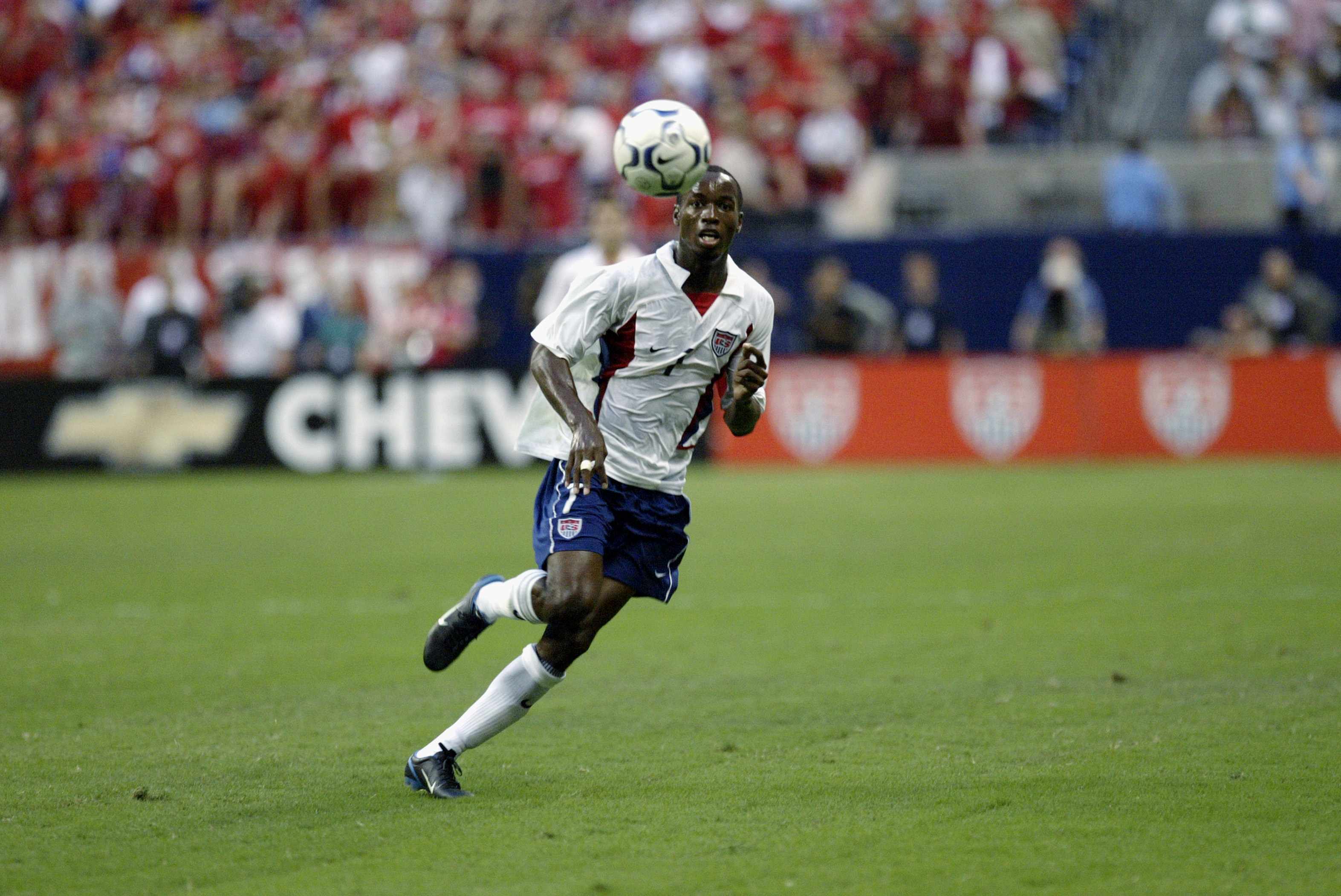 DaMarcus Beasley chases the ball
