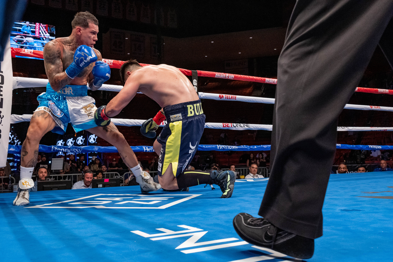 Gabriel Rosado knocks out Bektemir Melikuziev in El Paso, Texas.