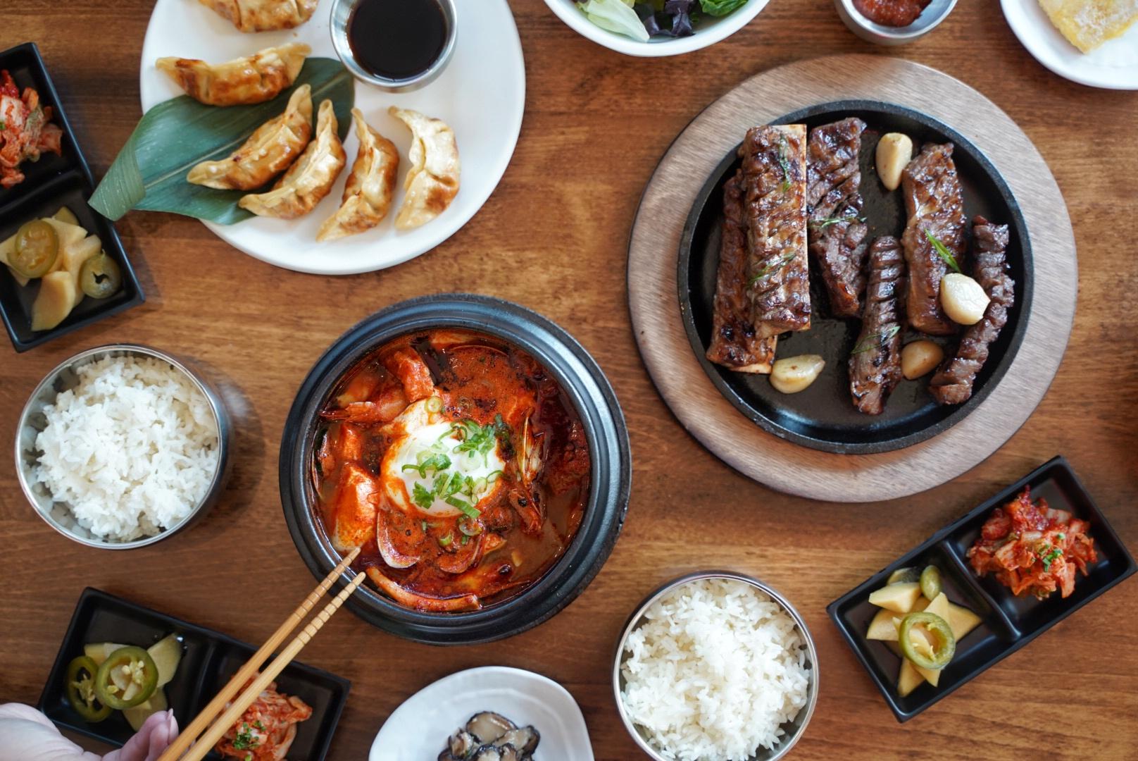 Choga Soondubu的韩式辣豆腐炖菜