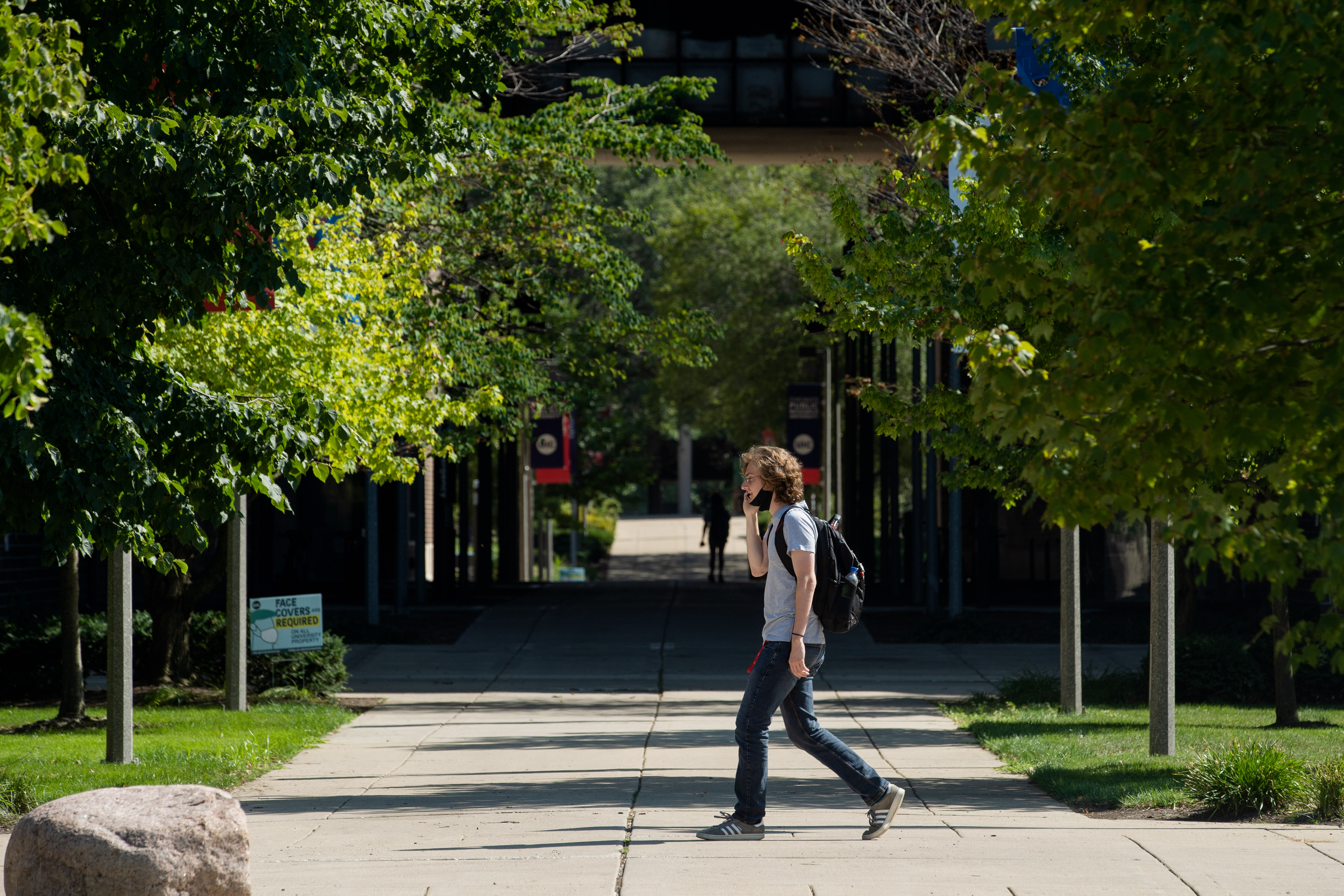 A person wearing a mask walks around the campus of University of Illinois at Chicago Friday afternoon, Aug. 14, 2020.   Pat Nabong/Sun-Times