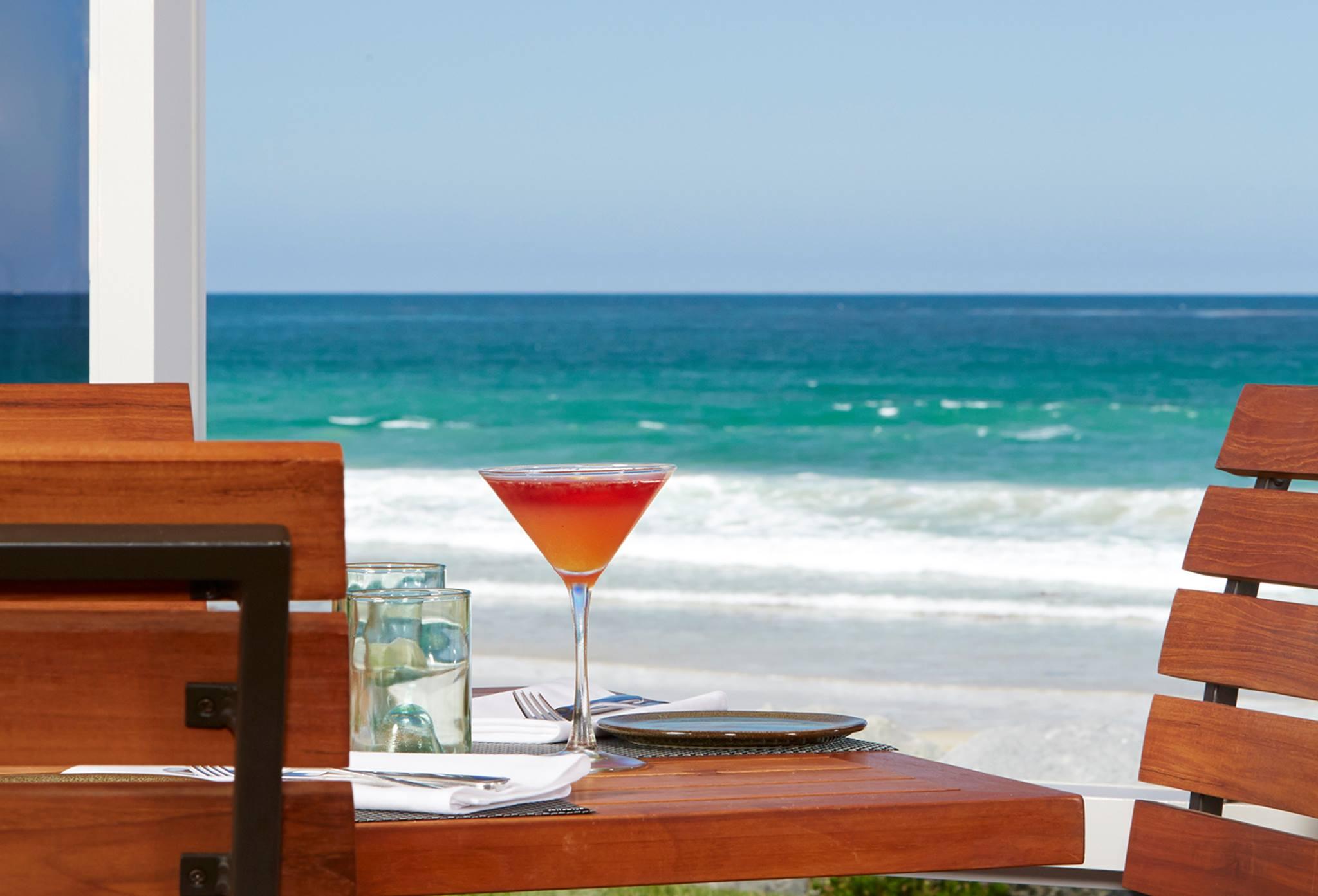 以海洋为背景的饮料