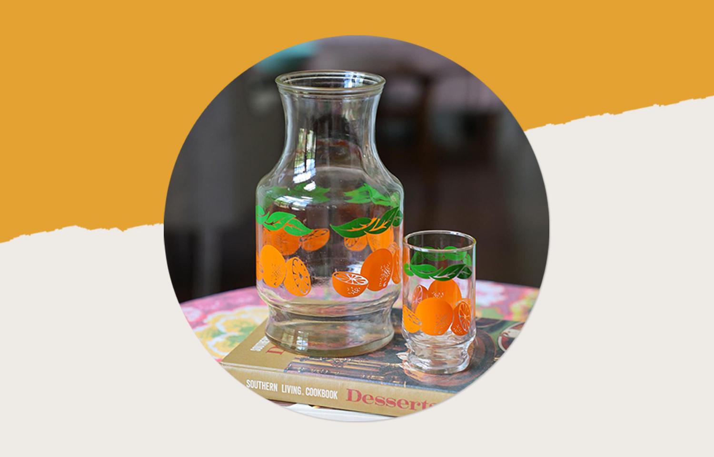 橙汁玻璃水瓶。