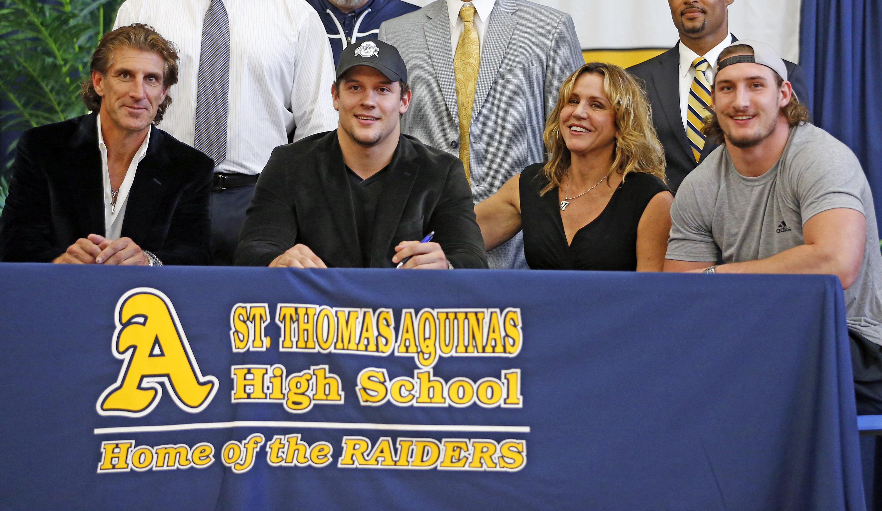 College football signing day