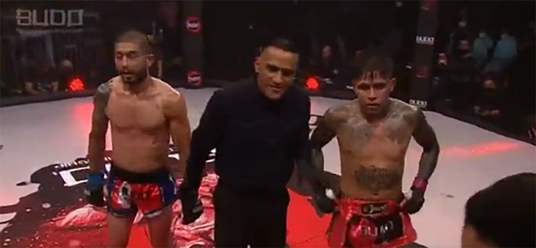 Video: No one seems to know who won this Muay Thai fight