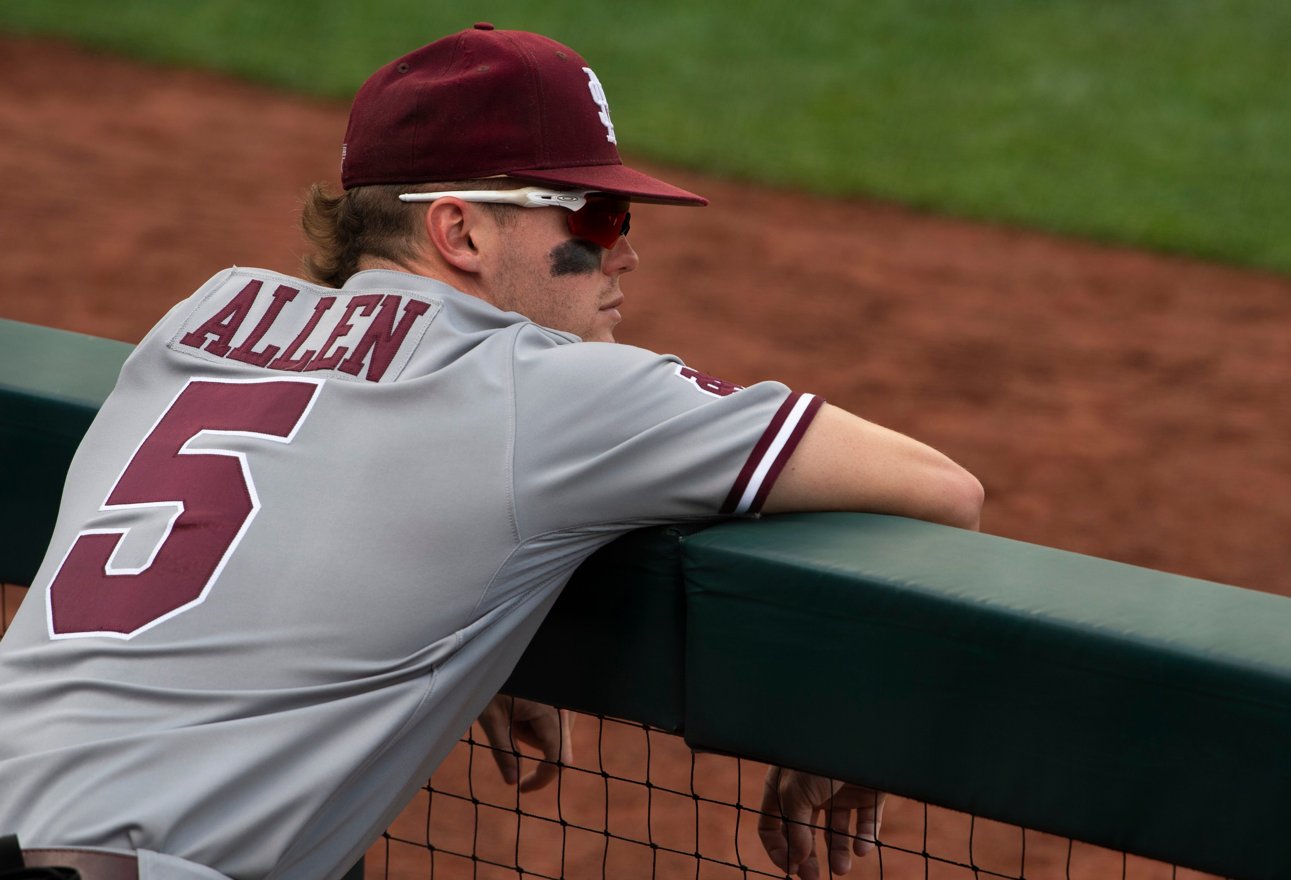 Mississippi St. right fielder Tanner Allen (5) looks out onto the field before their game against Texas in the NCAA Men s College World Series at TD Ameritrade Park