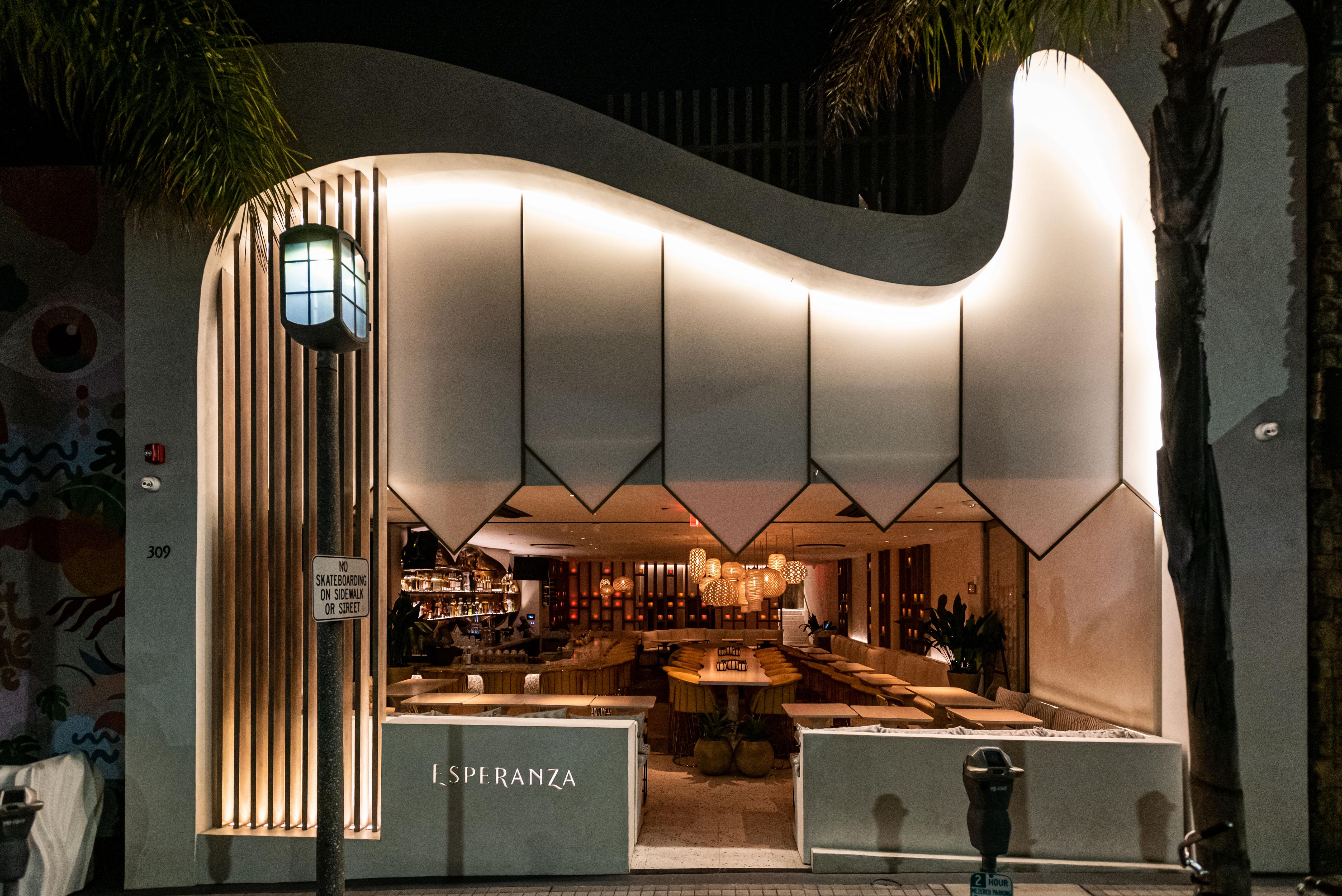 Esperanza Cocina de la Playa restaurant in Manhattan Beach, California