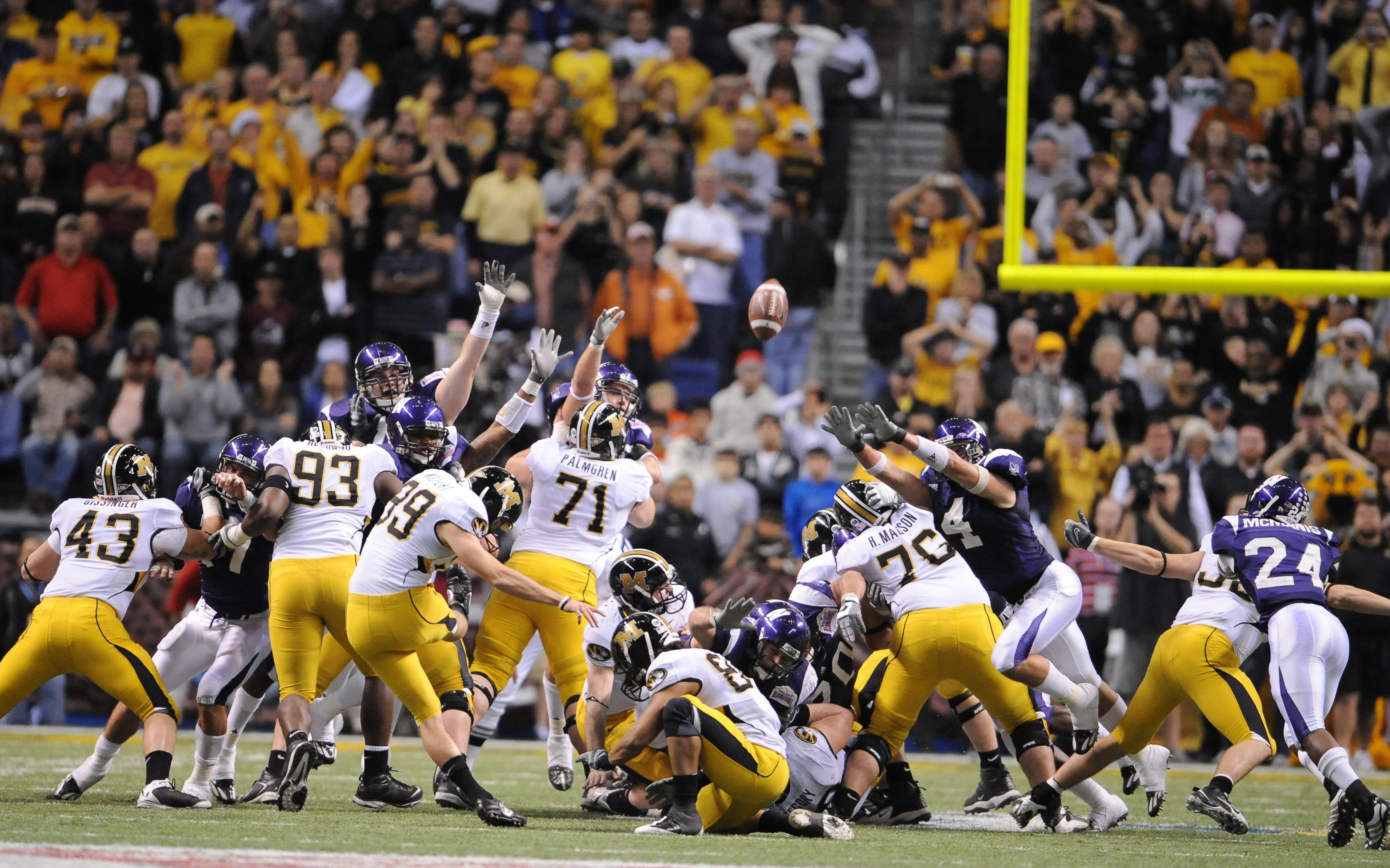 Football - NCAA - Valero Alamo Bowl - Missouri vs. Northwestern