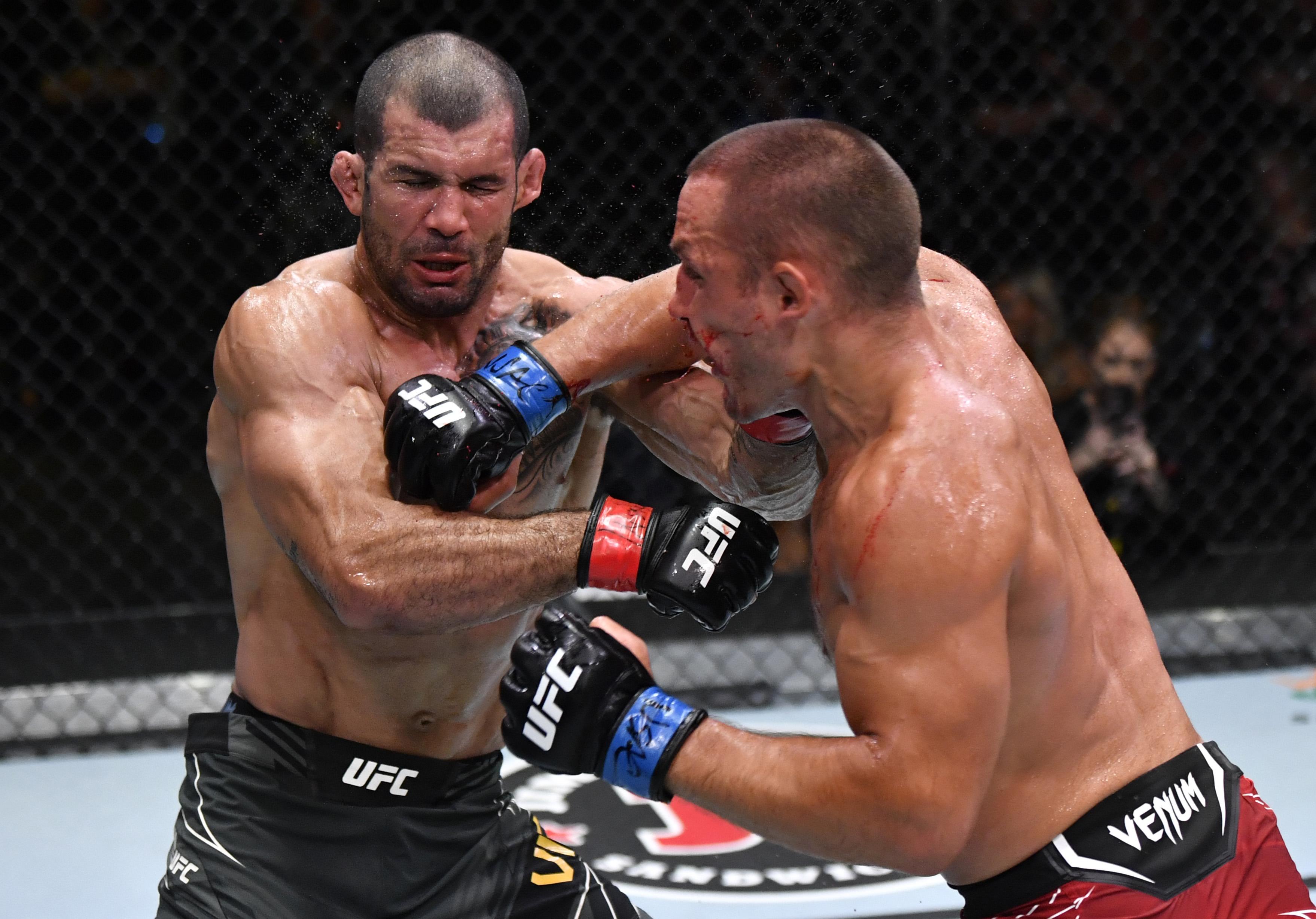Rodolfo Vieira submitted Dustin Stoltzfus at UFC Vegas 31.