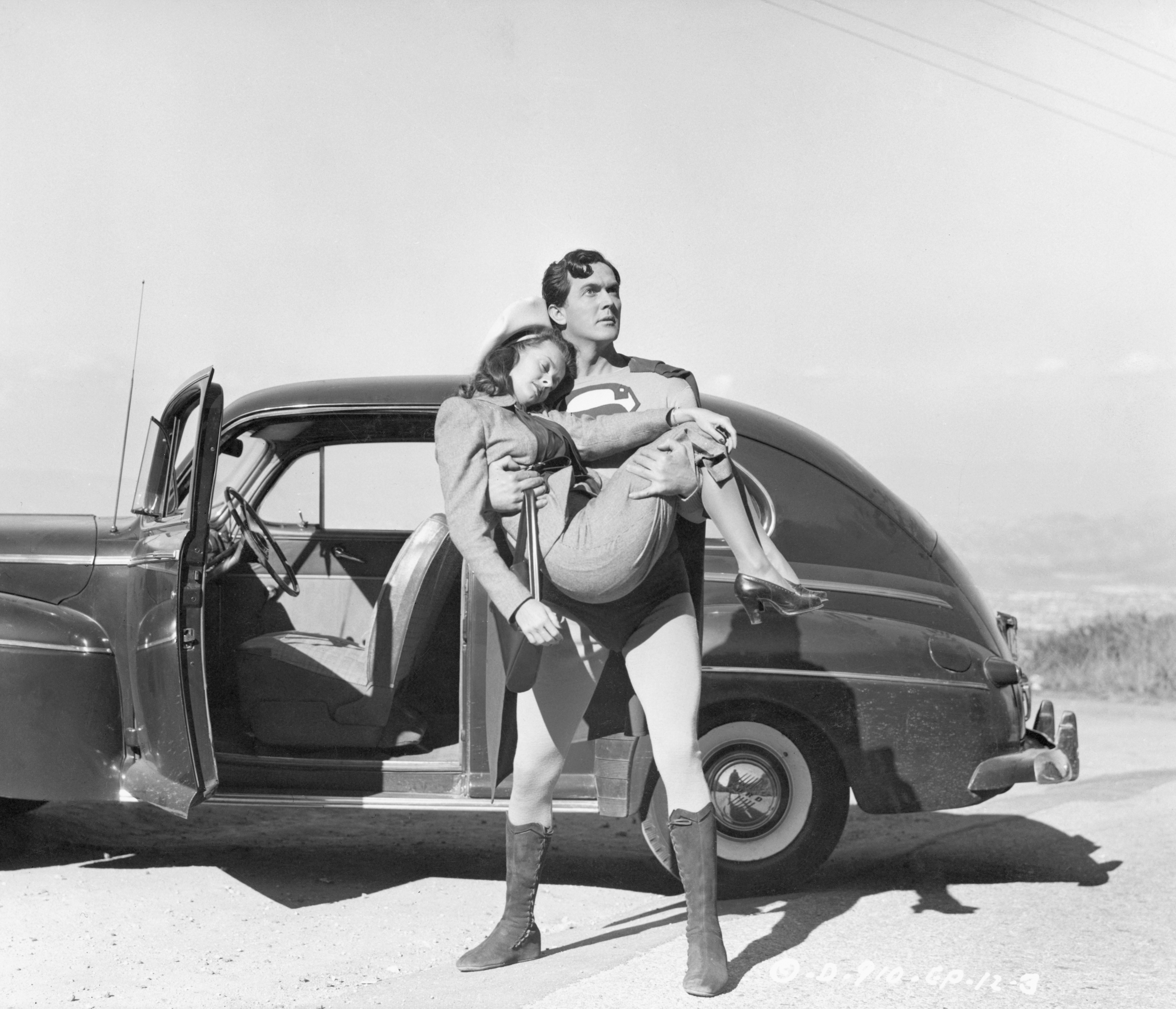 Actor Kirk Alyn as Superman to the rescue of Lois Lane (Noel Neill) in Superman (1948)