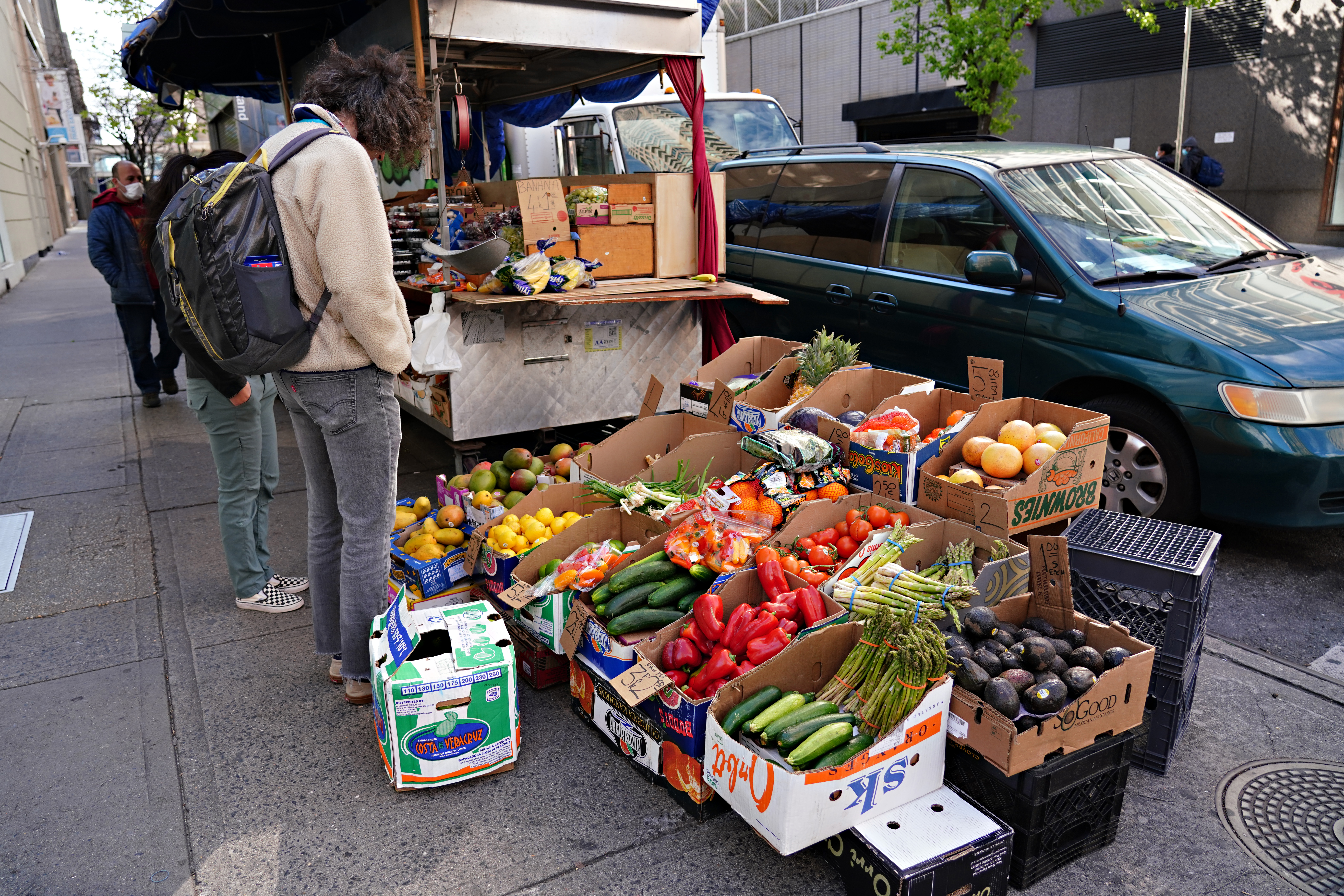 A man shops for produce at a sidewalk stand during the coronavirus pandemic on April 12, 2020 in New York City.