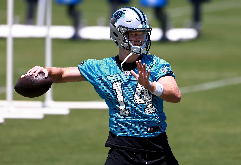 Sam Darnold #14 of the Carolina Panthers throws during mandatory minicamp at Bank of America Stadium on June 15, 2021 in Charlotte, North Carolina.