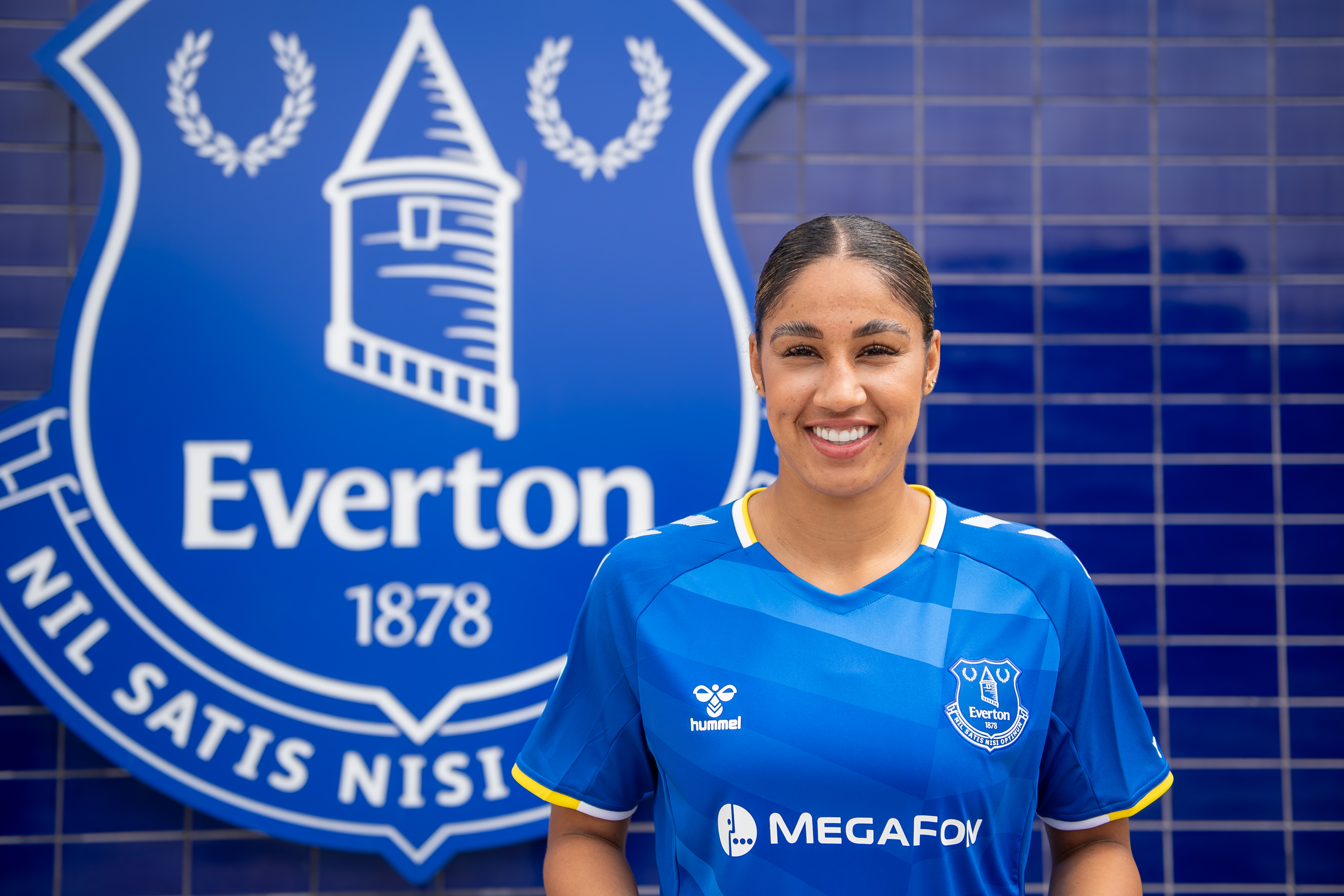 Gabby George Signs a New Contract at Everton