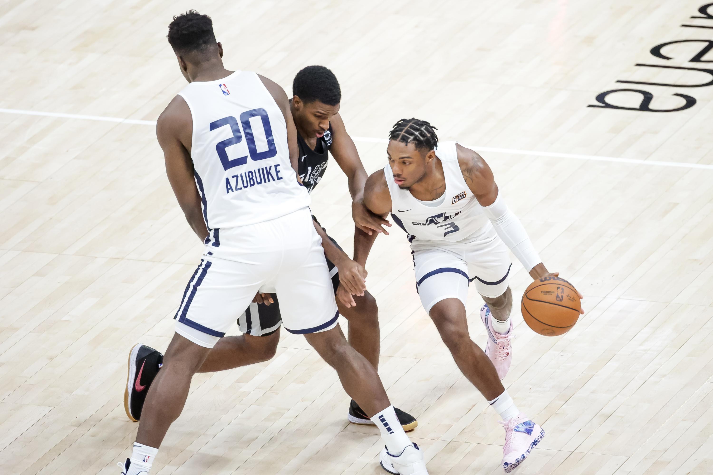 Utah Jazz center Udoka Azubuike sets a pick so guard Trent Forrest can get past San Antonio Spurs guard Justin Turner