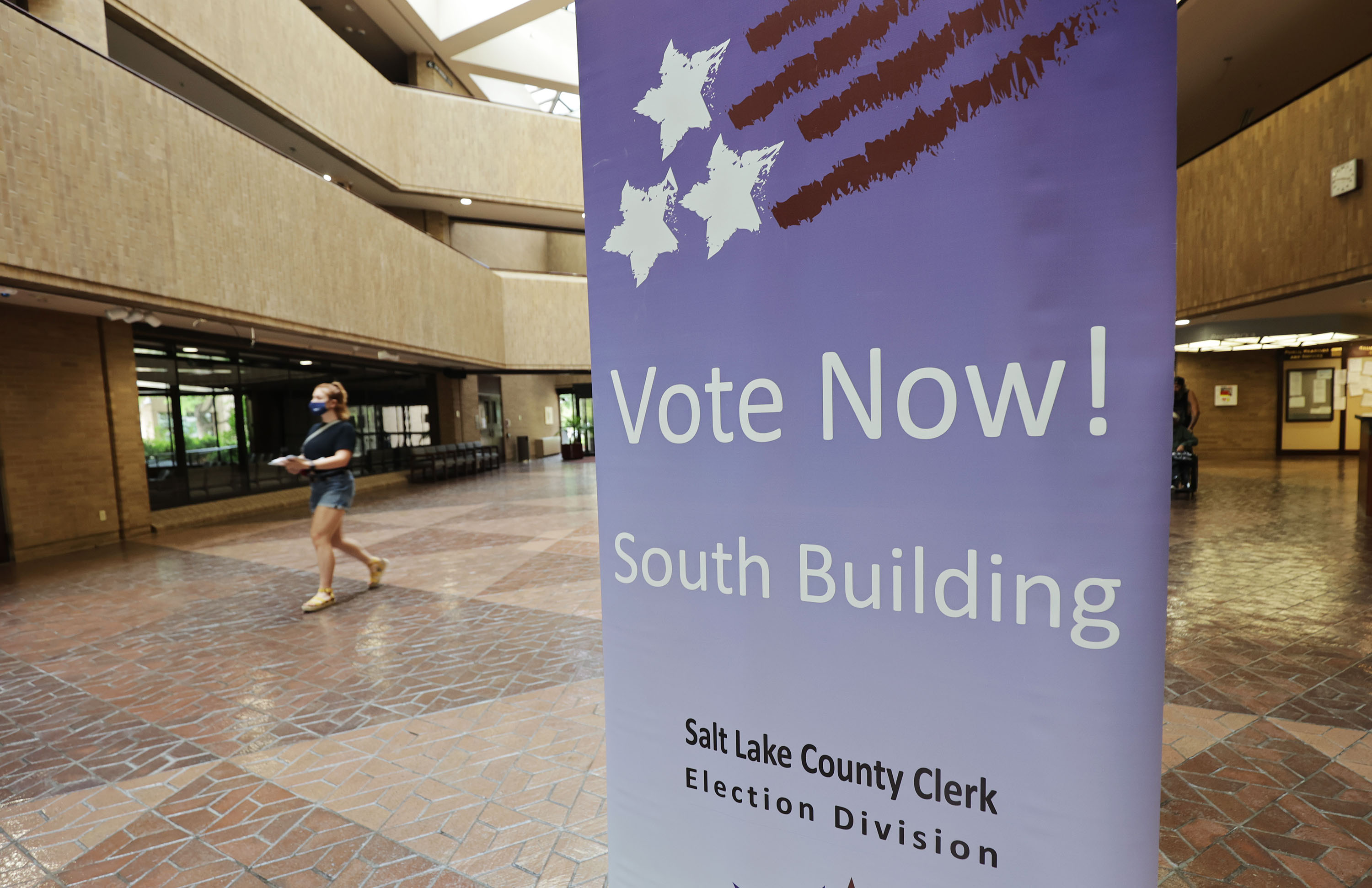 A sign encourages people to vote in primary elections.