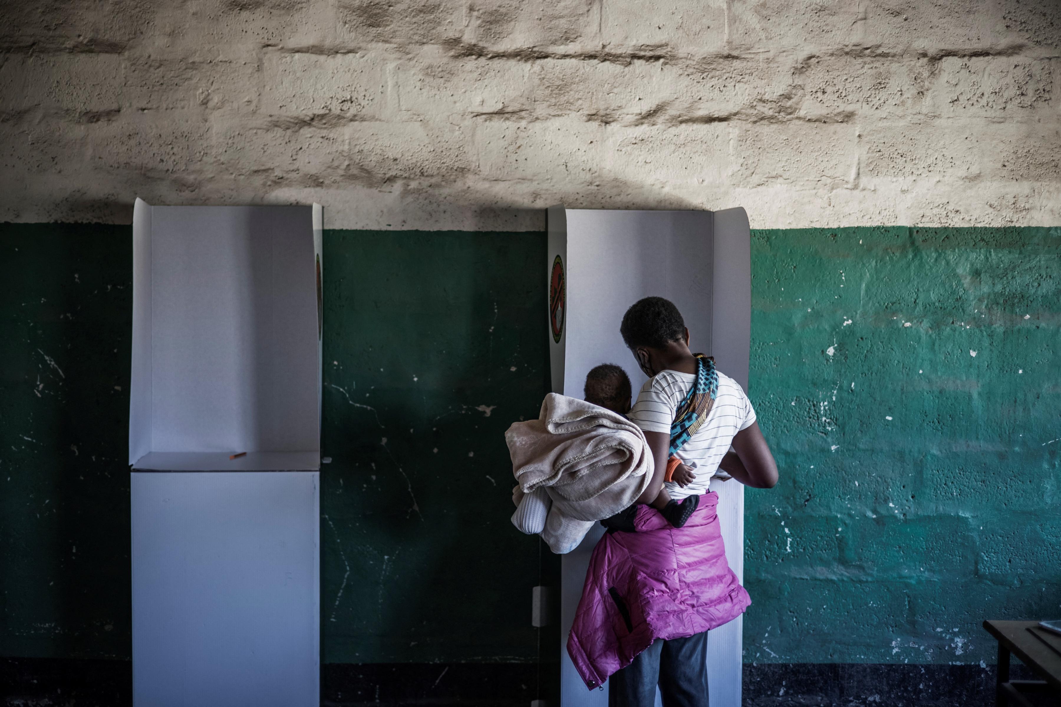 TOPSHOT-ZAMBIA-VOTE
