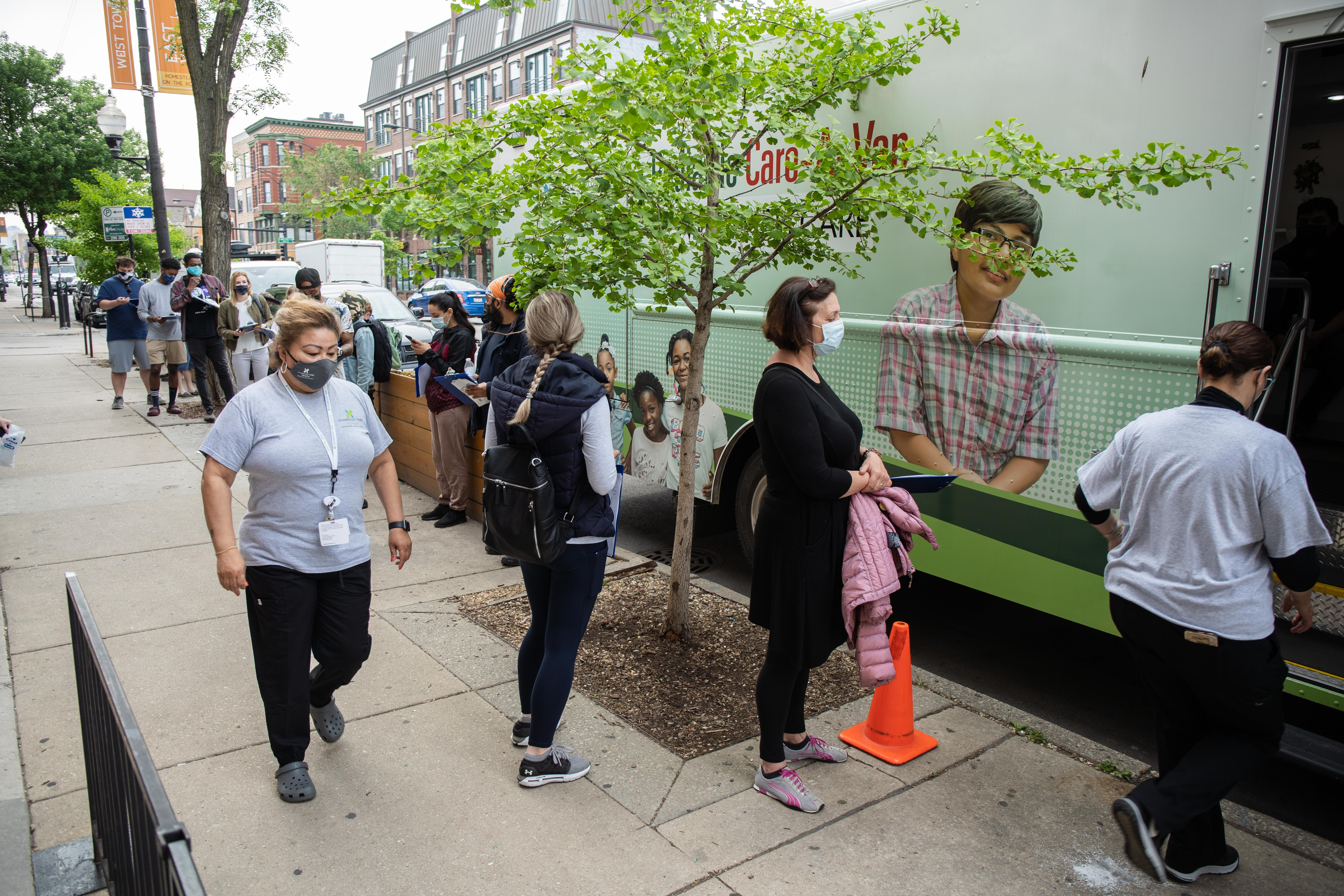 People line up for COVID-19 vaccinations in Ukrainian Village in May. Total vaccinations increased by 22% last week across Illinois.