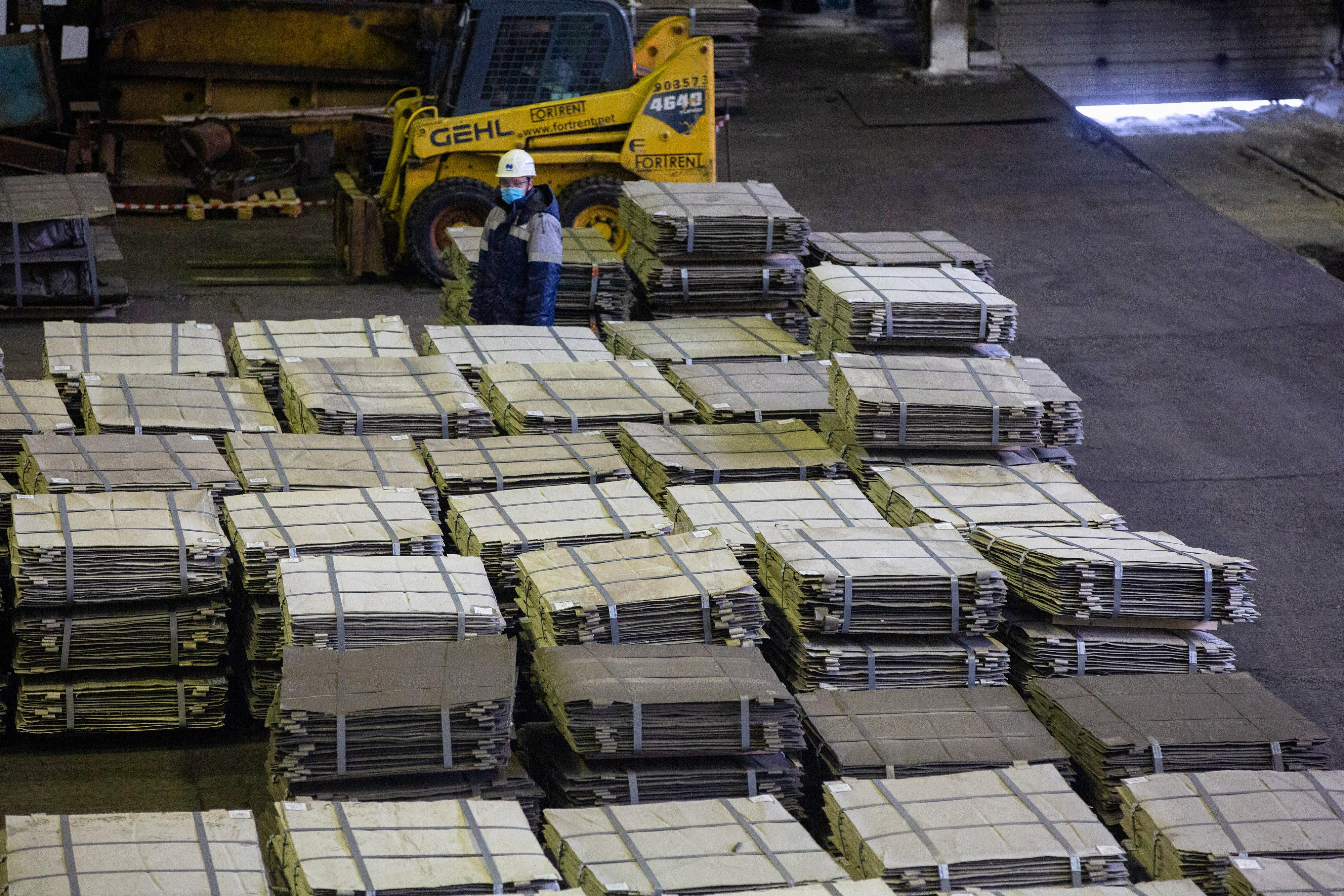Copper and Nickel Production at Norilsk Nickel's Kola MMC Unit