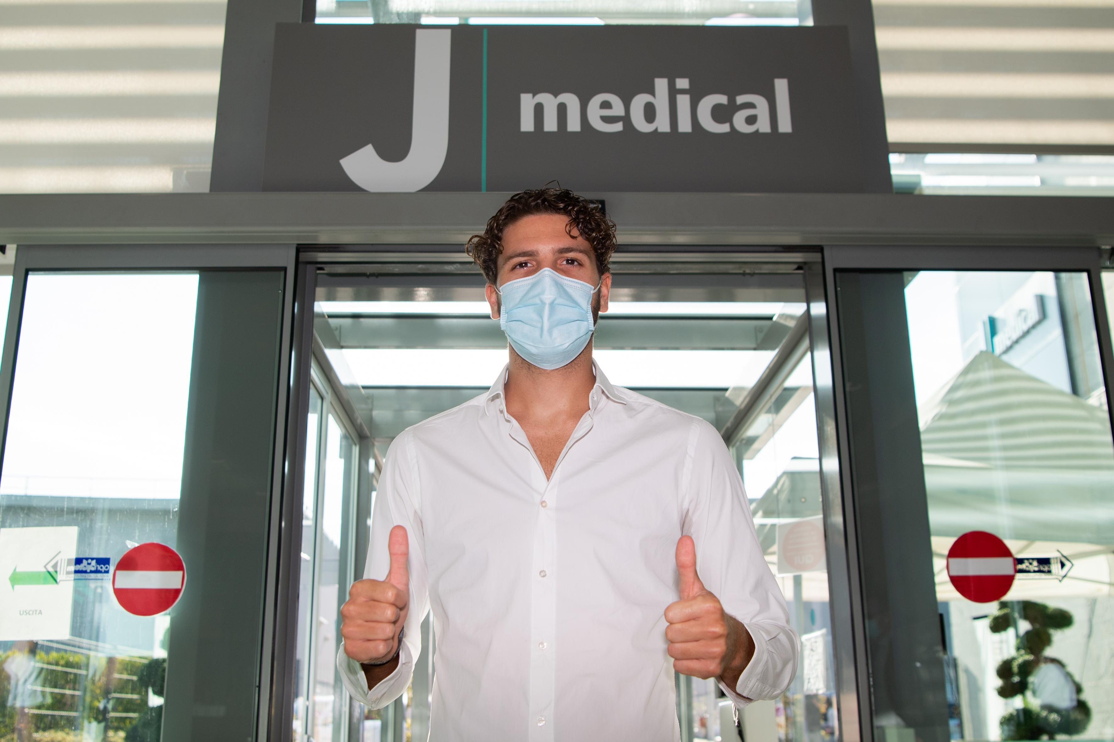 Juventus Unveil New Signing Manuel Locatelli