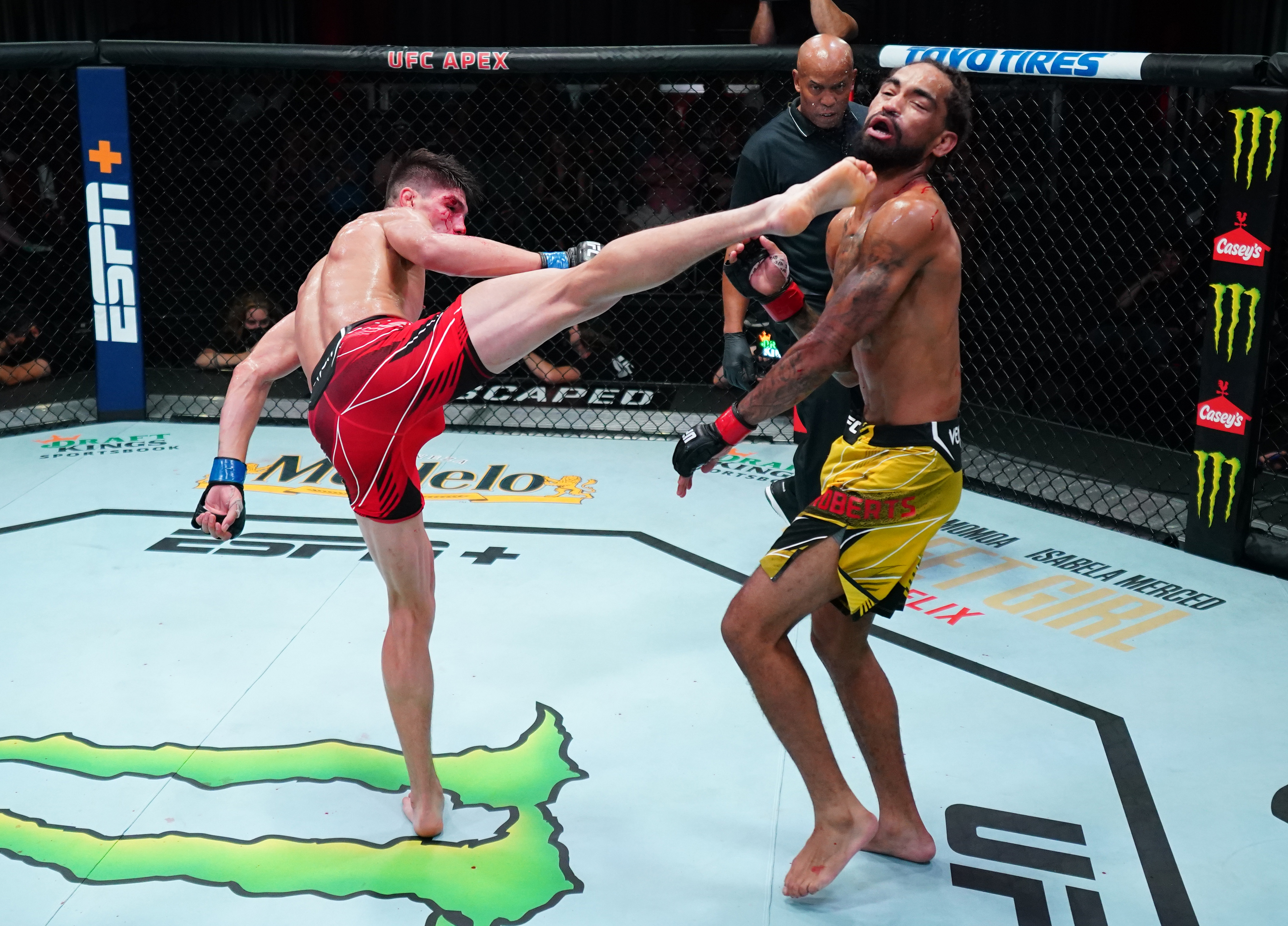 Ignacio Bahamondes slept Roosevelt Roberts with a spinning wheel kick at UFC Vegas 34