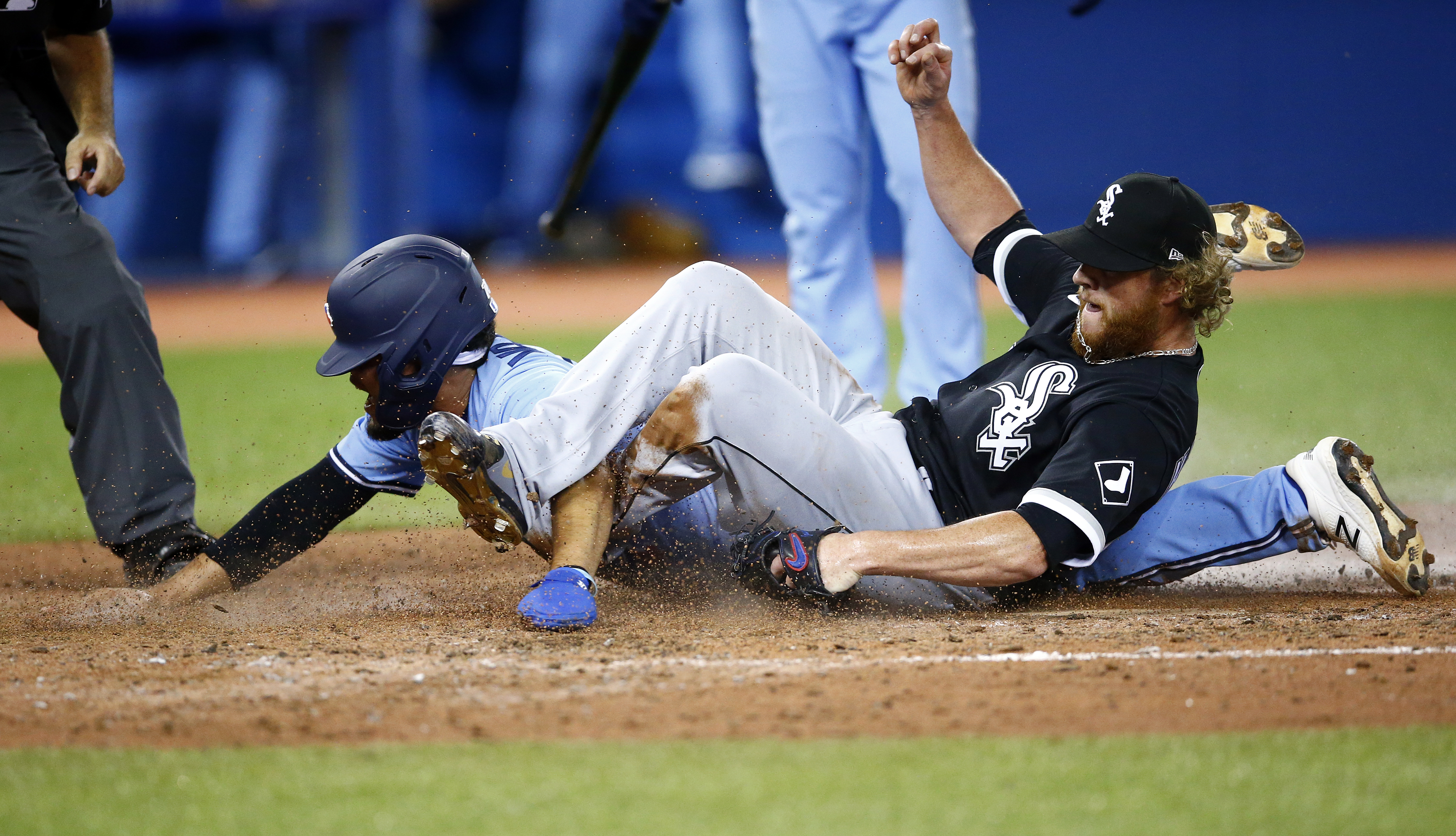 Breyvic Valera scores the go-ahead run on a wild pitch by Craig Kimbrel in the eighth inning Monday in Toronto.