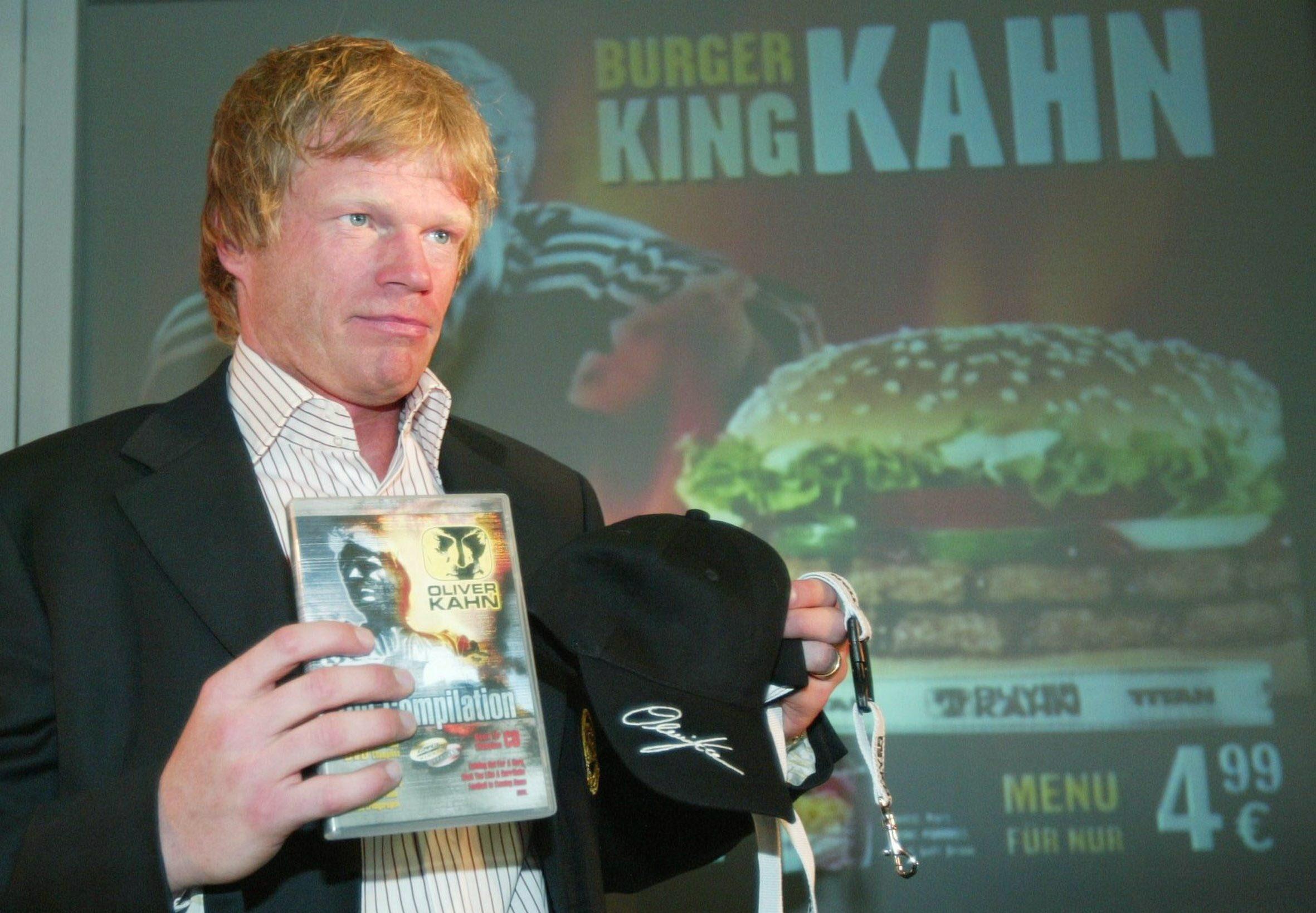 Bayerns Torwart Oliver Kahn zu Besuch im Burger King