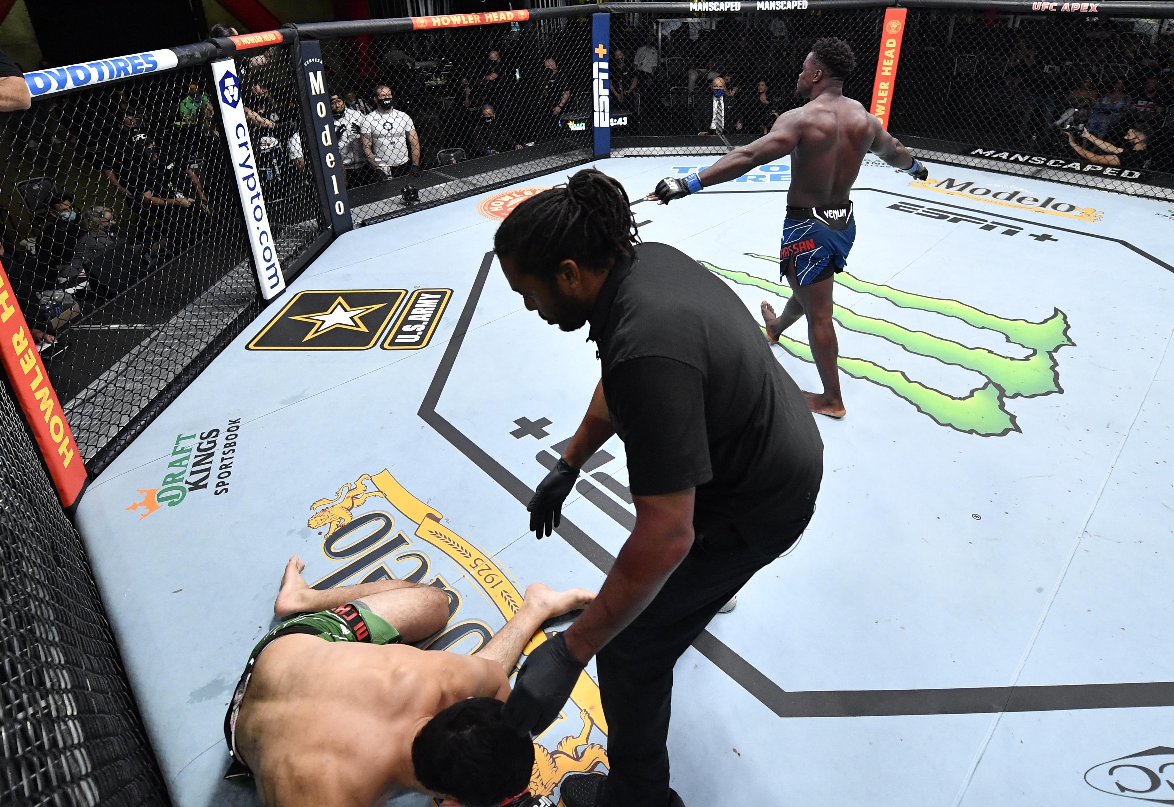 Abdul Razak Alhassan quickly head kick KO'd Alessio Di Chirico at UFC Vegas 35