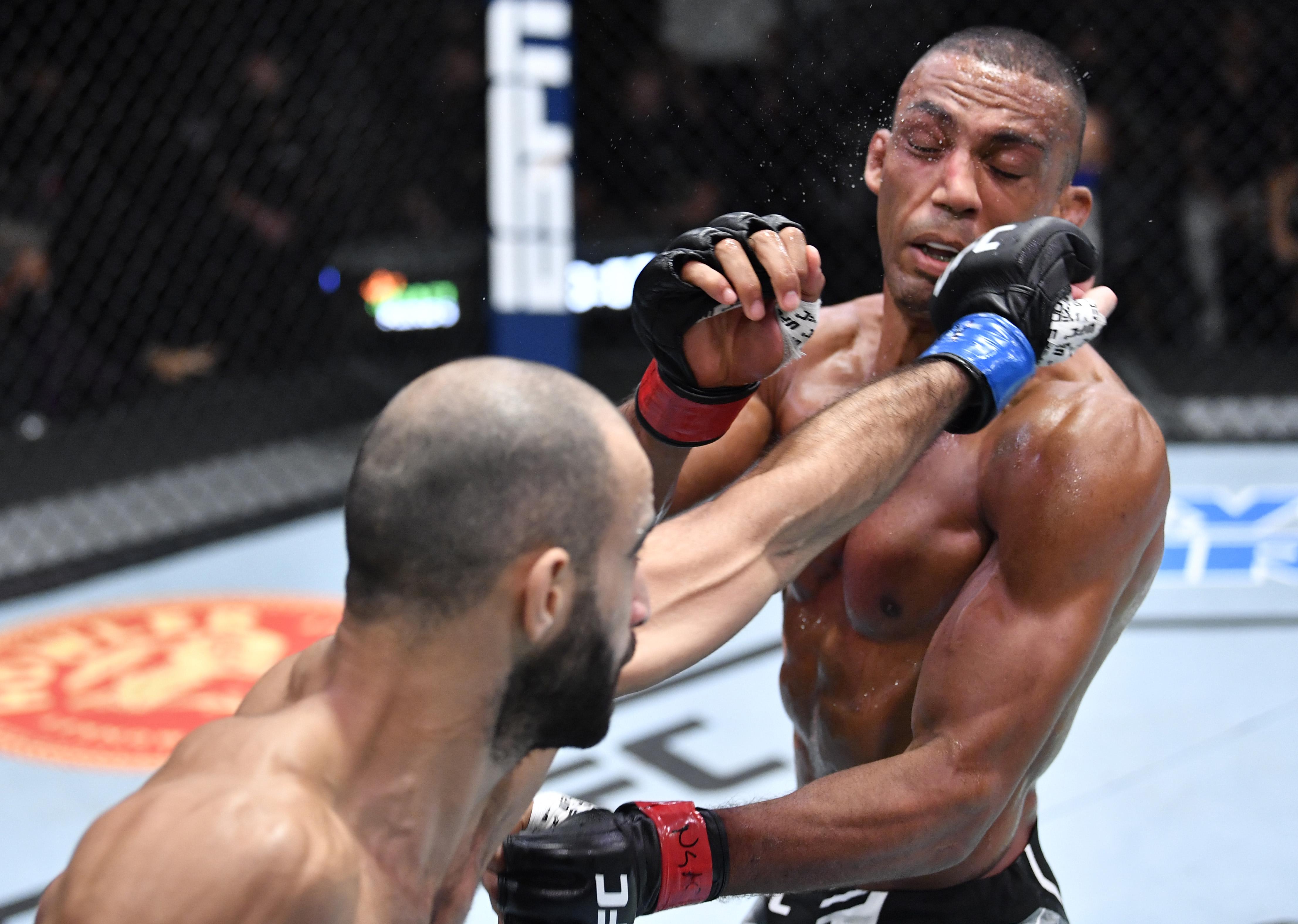 Giga Chikadze TKO'd Edson Barboza at UFC Vegas 35.
