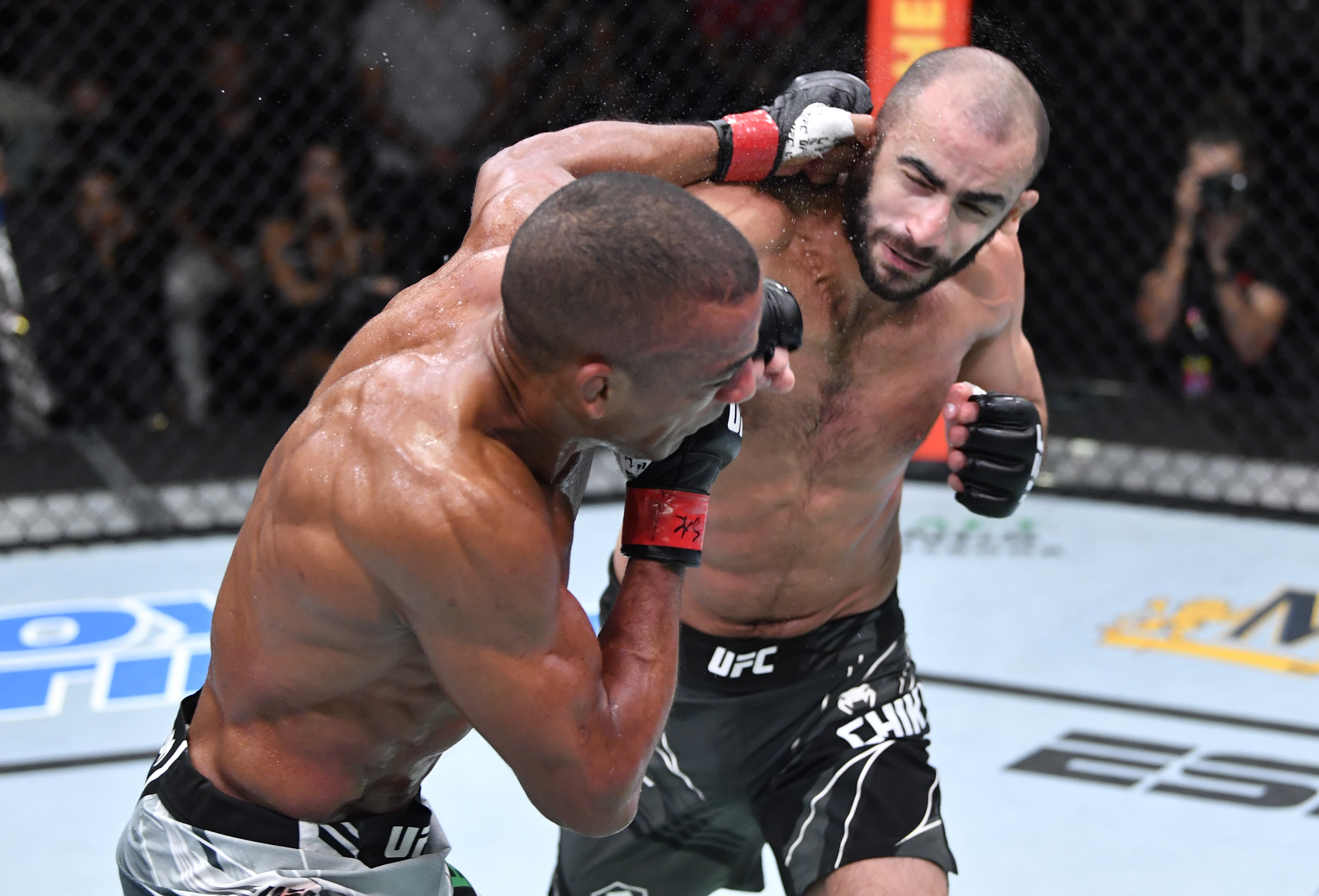 Giga Chikadze TKO'd Edson Barboza at UFC Vegas 35
