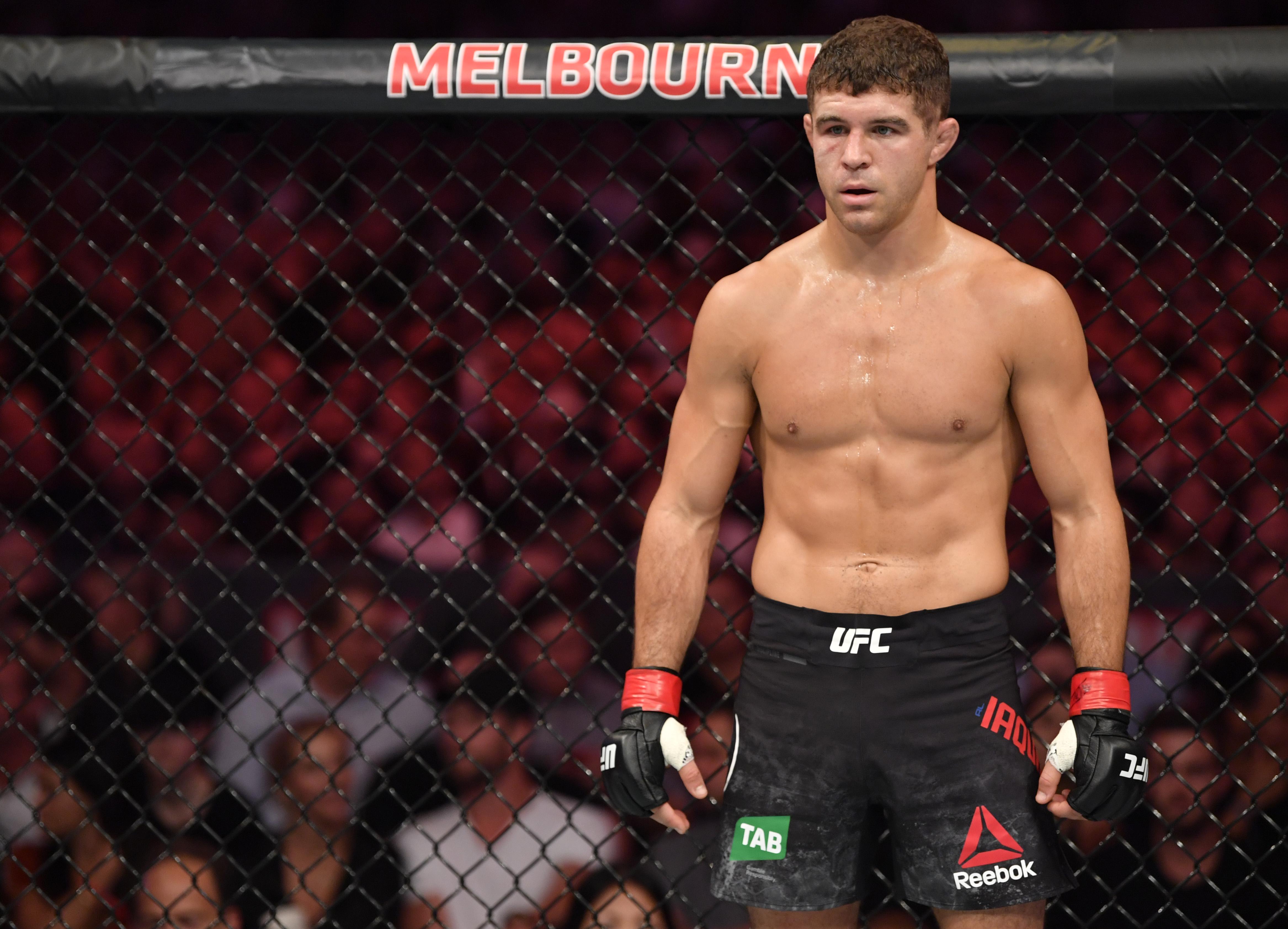 UFC 243:亚昆塔诉胡克