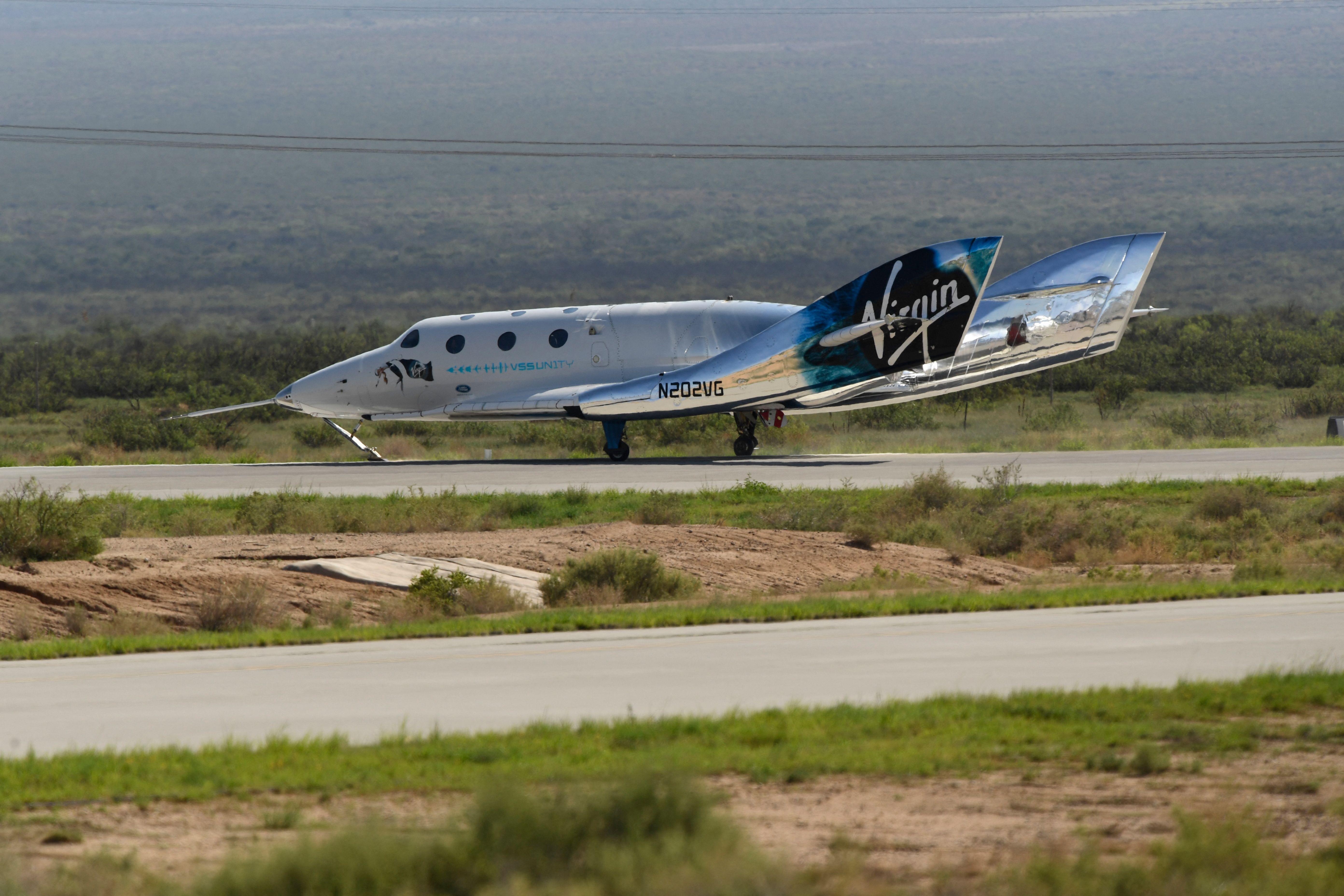 US-SPACE-TOURISM-BEZOS-BRANSON