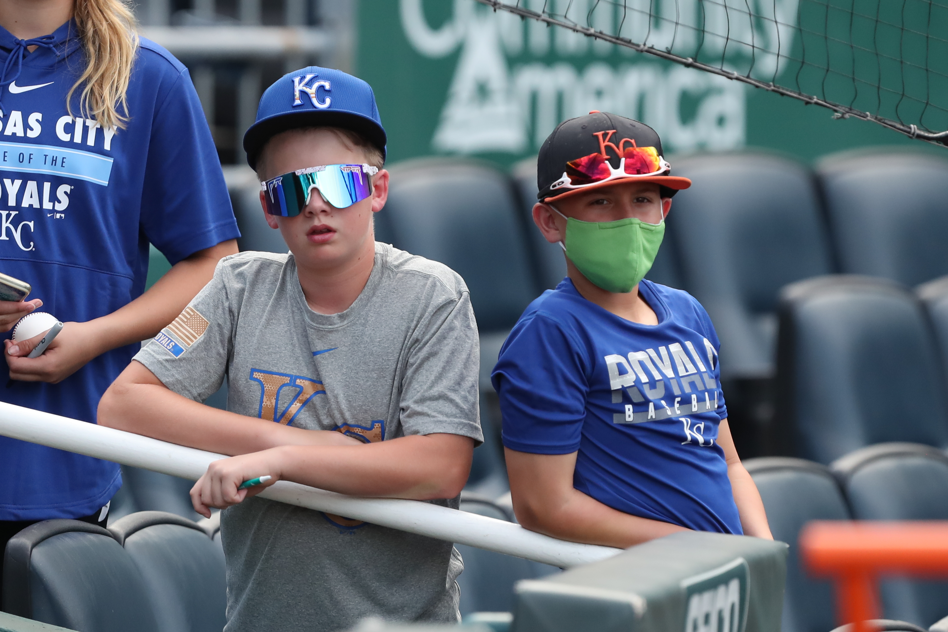 Young Royals fans