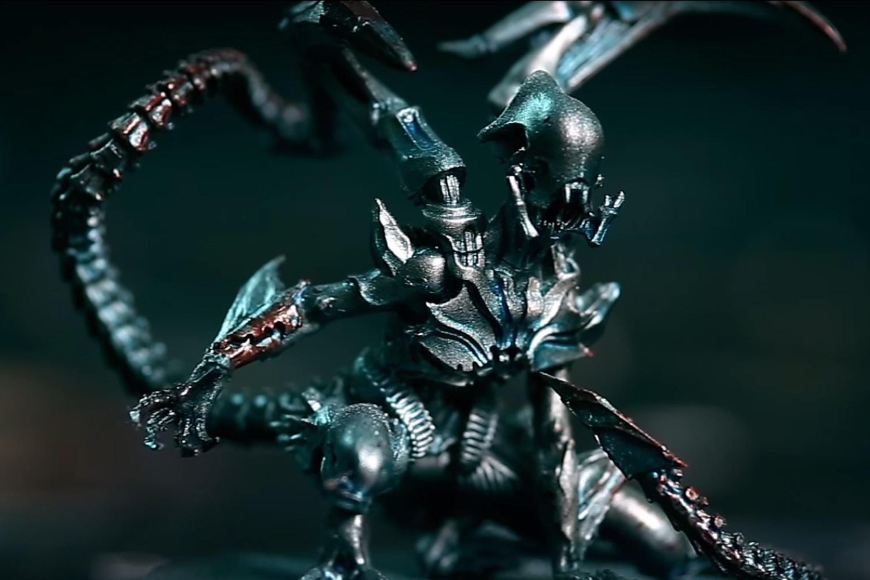 A xenomorph-esque alien miniature, covered in gore.