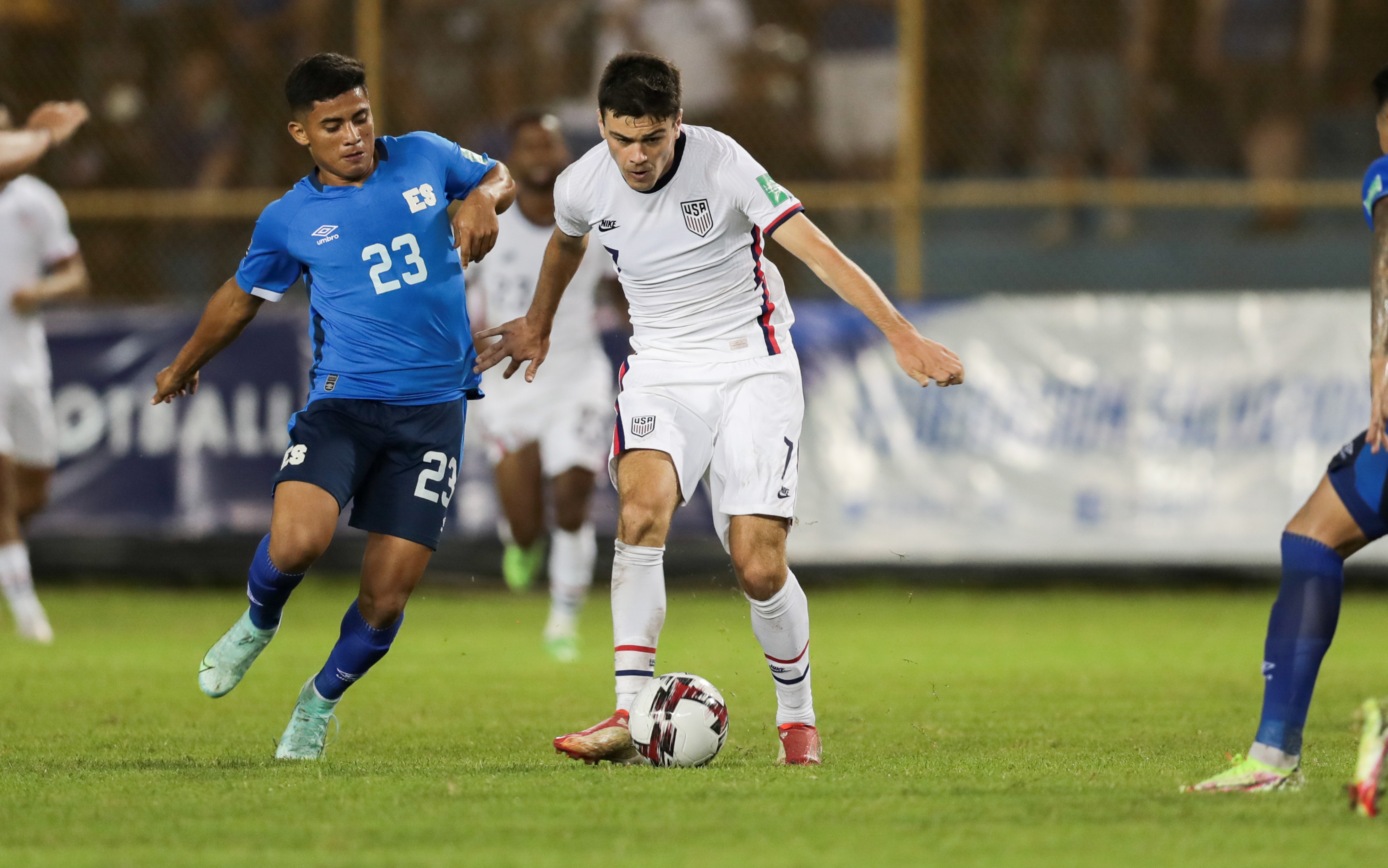 Giovanni Reyna #7 of the United States passes off the ball during a game between El Salvador and USMNT at Estadio Cuscatlán on September 2, 2021 in San Salvador, El Salvador.