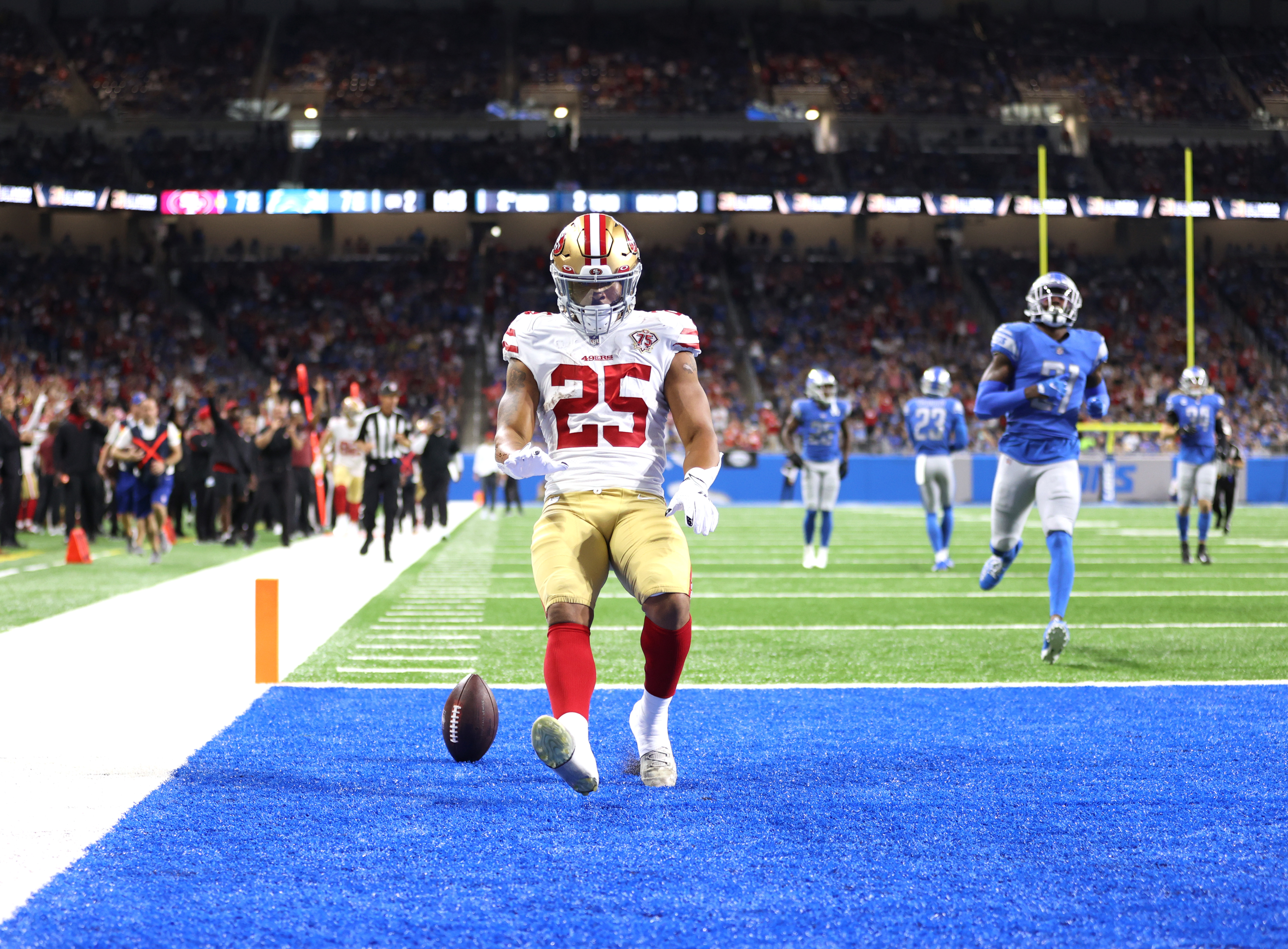 Elijah Mitchell #25 of the San Francisco 49ers celebrates his 38-yard rushing touchdown against the Detroit Lions during the second quarter at Ford Field on September 12, 2021 in Detroit, Michigan.