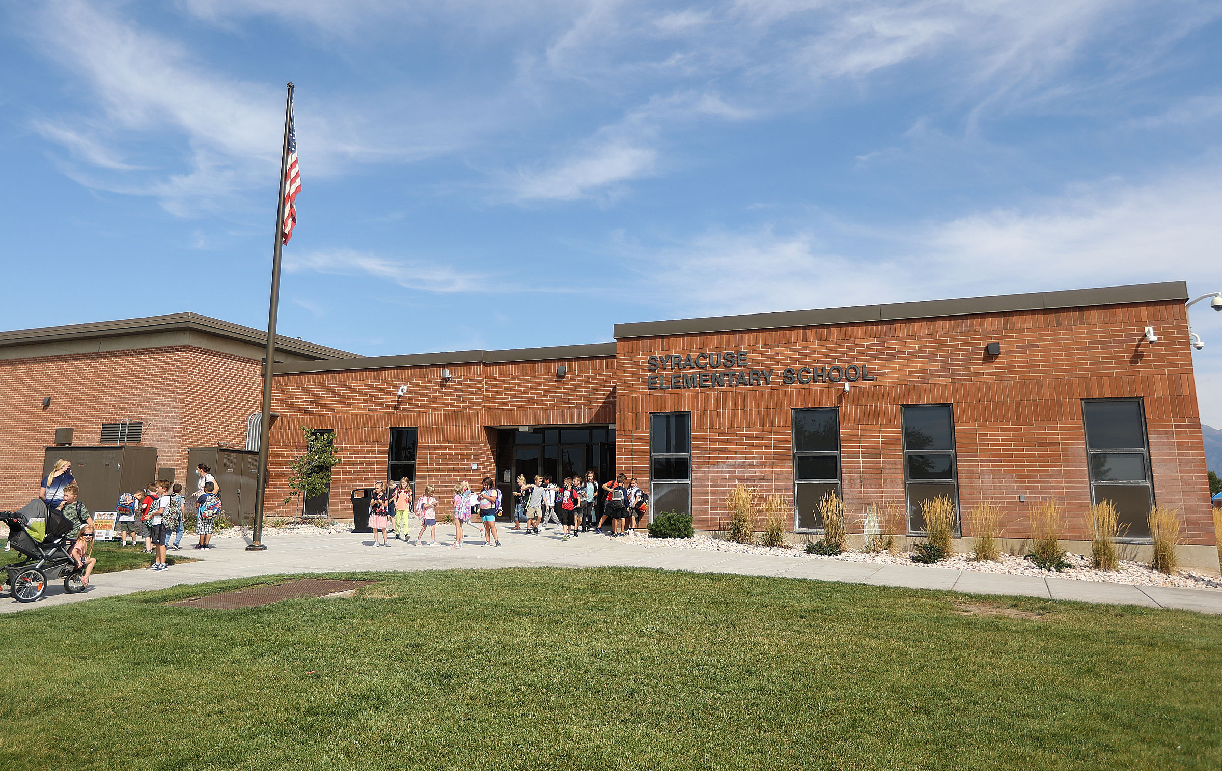 """Students leave Syracuse Elementary School in Syracuse at the end of the school day on Monday, Sept. 13, 2021. The Davis County school will conduct a """"test to stay"""" event on Tuesday after more than 30 students and staff were diagnosed with COVID-19, according to a letter to parents."""
