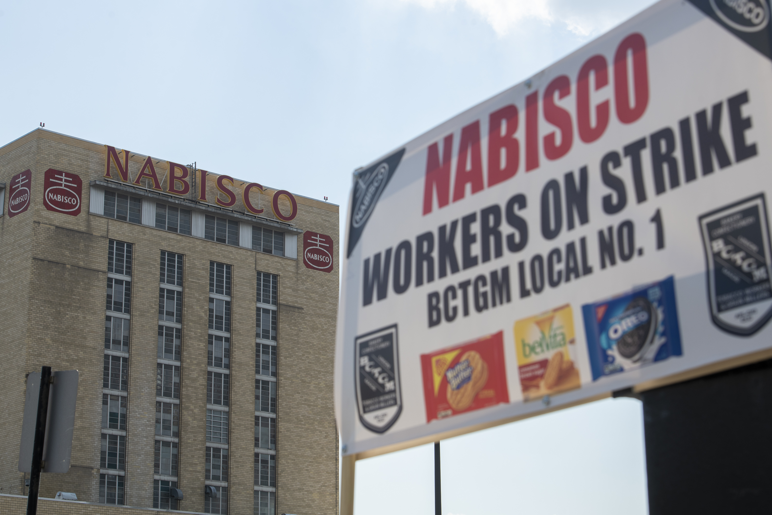 Workers on strike at the Nabisco plant, 7300 S. Kedzie Ave., have cited bargaining issues that include health coverage and work schedules.