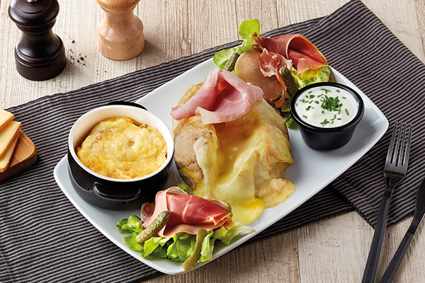 Pom' au four Savoyarde, a baked potato topped with ham and cheese