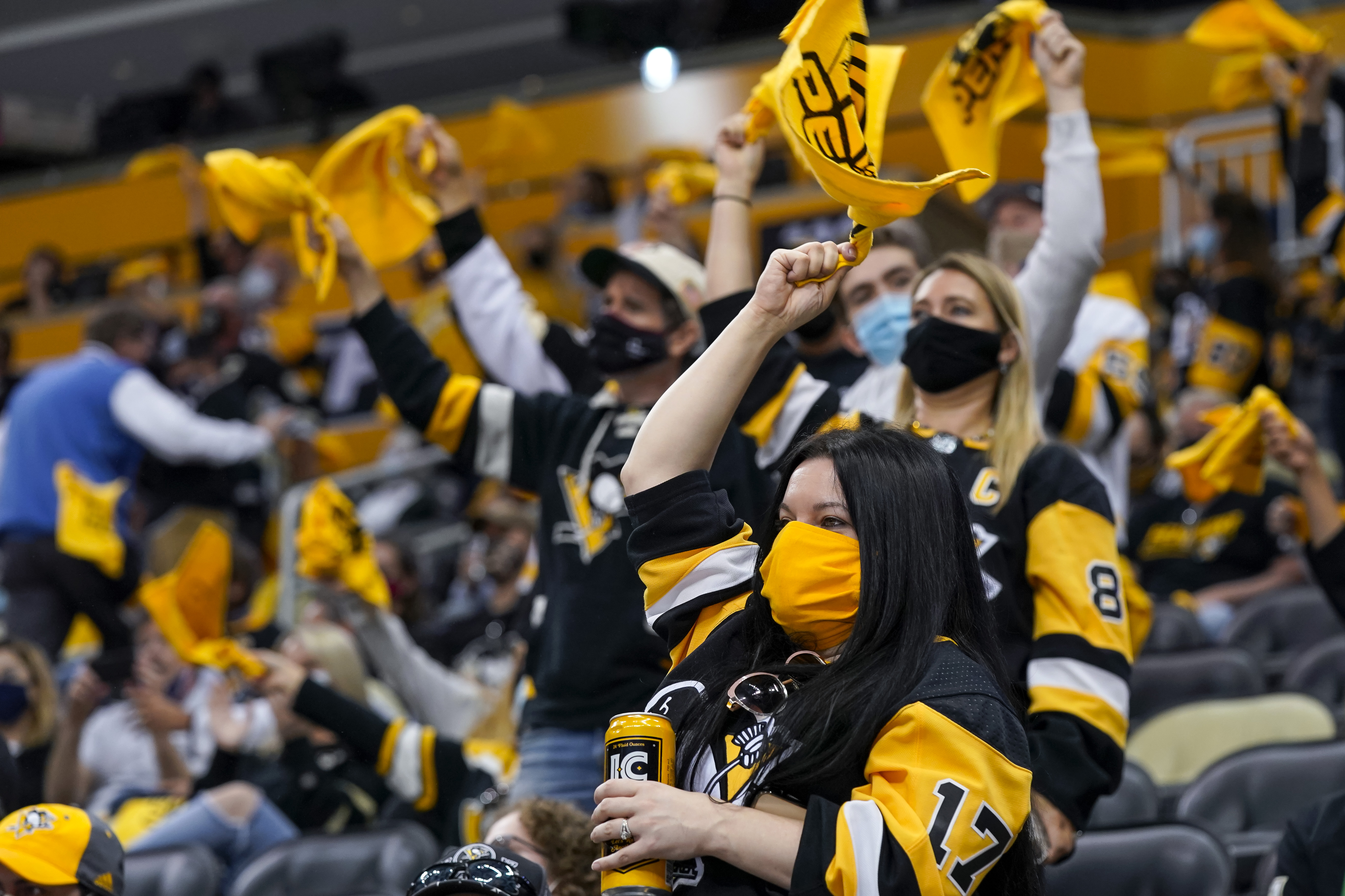 NHL: MAY 18 Stanley Cup Playoffs First Round - Islanders at Penguins