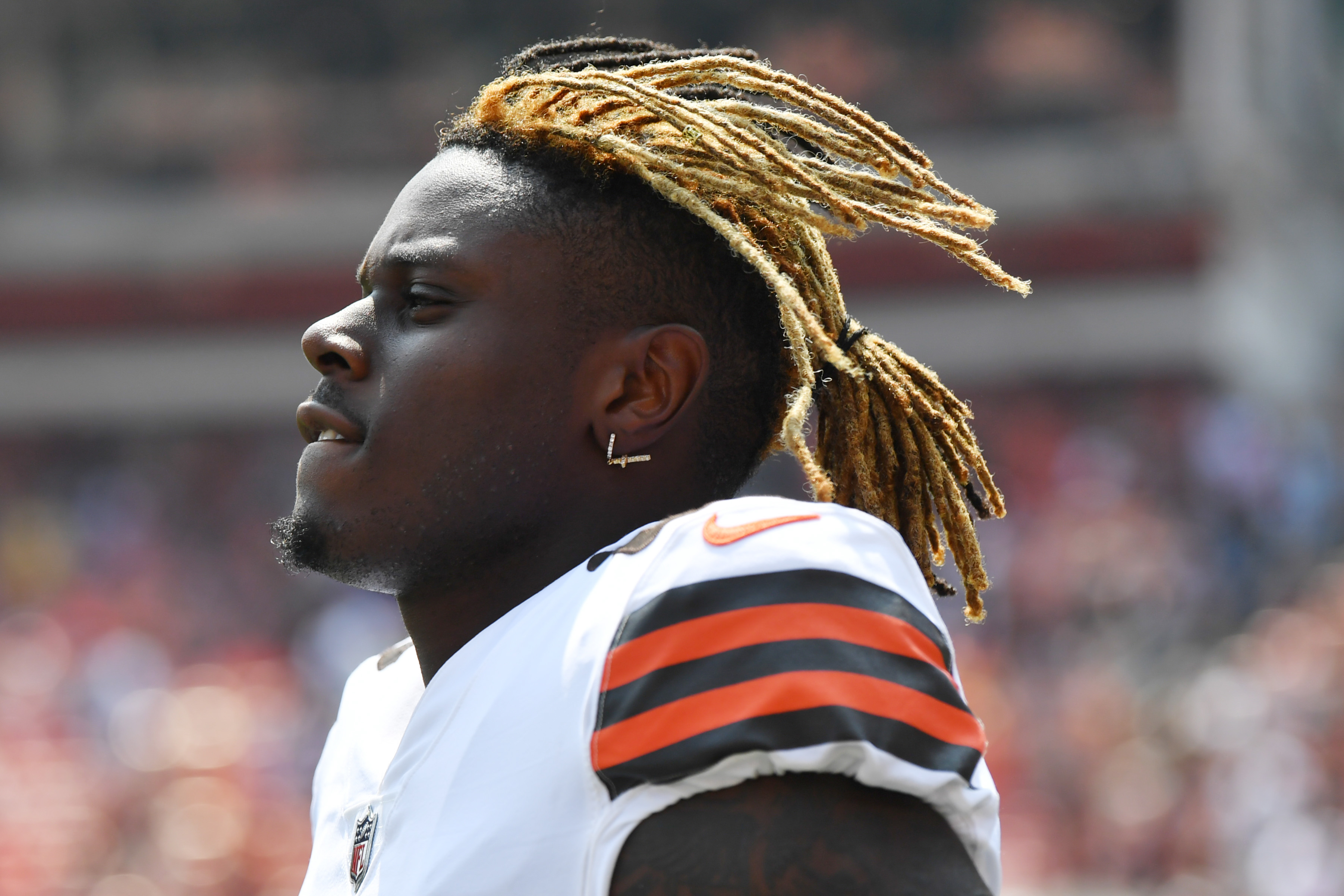Cleveland Browns tight end David Njoku before the game at FirstEnergy Stadium.
